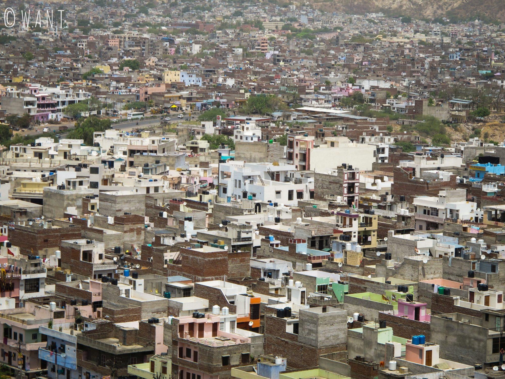 Vue sur la ville de Jaipur depuis l'accès avant au Monkey temple