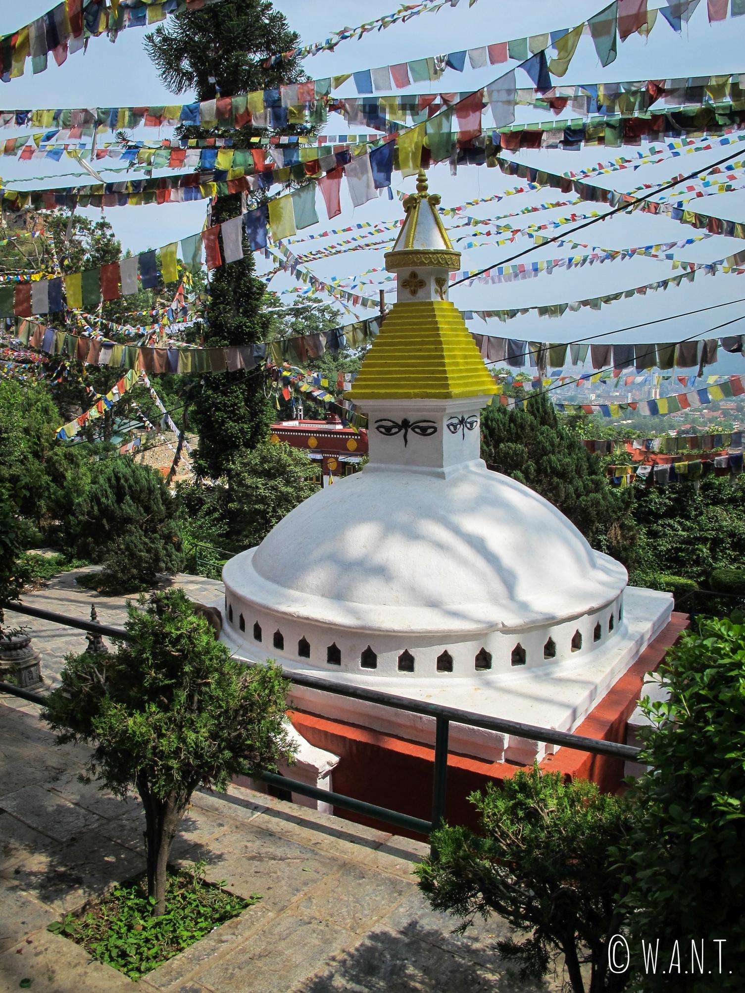 Autour du stupa Swayambhunath, de nombreux temples et petits stupas sont également à admirer