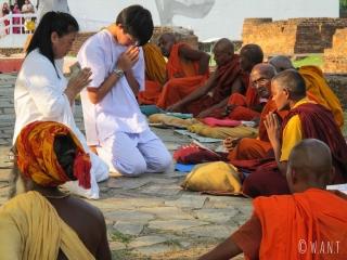 Cérémonie bouddhique autour du Bodhi Tree à Lumbini