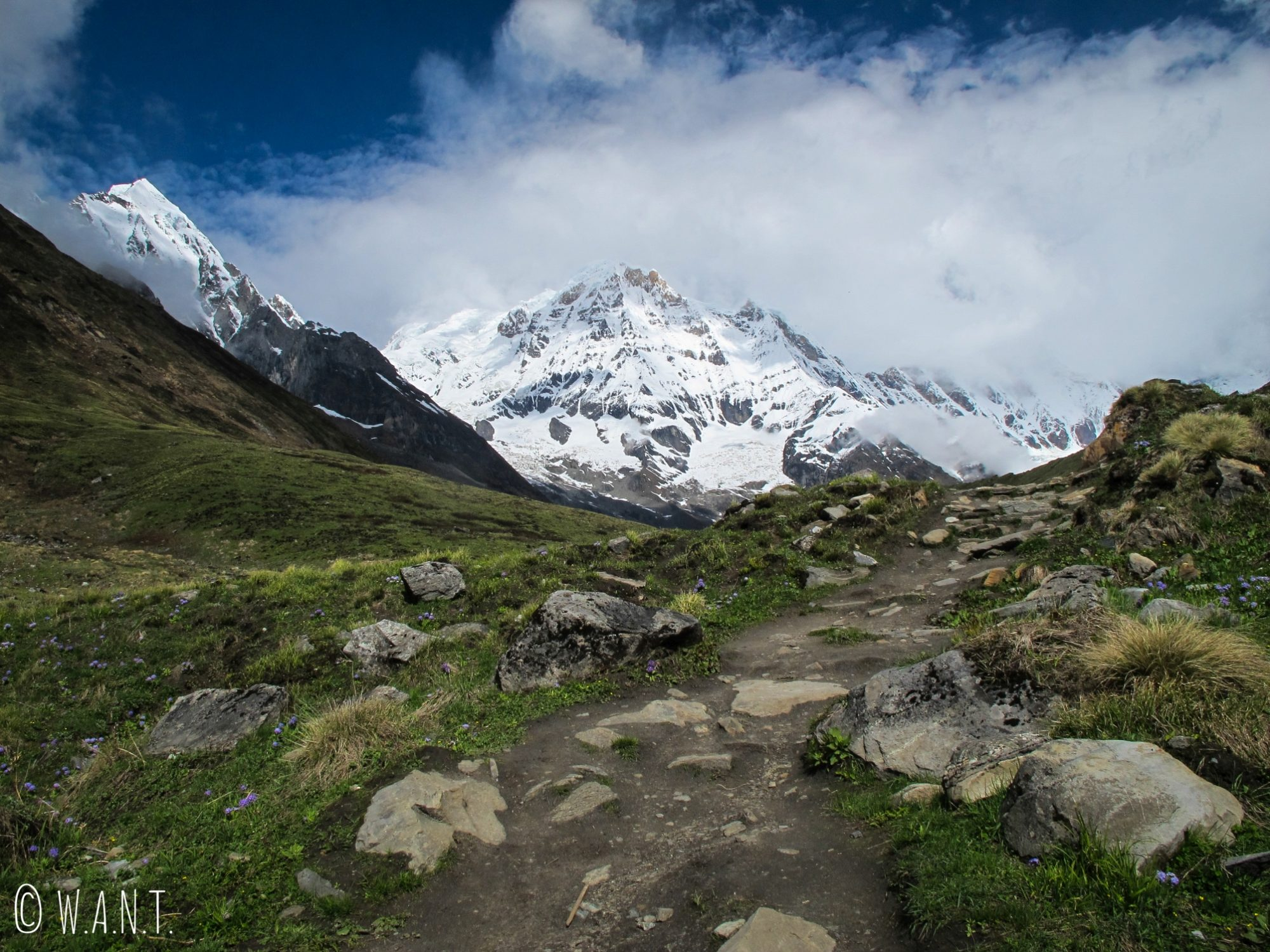 Magnifique vue sur les Annapurnas depuis la montée vers le camp de base