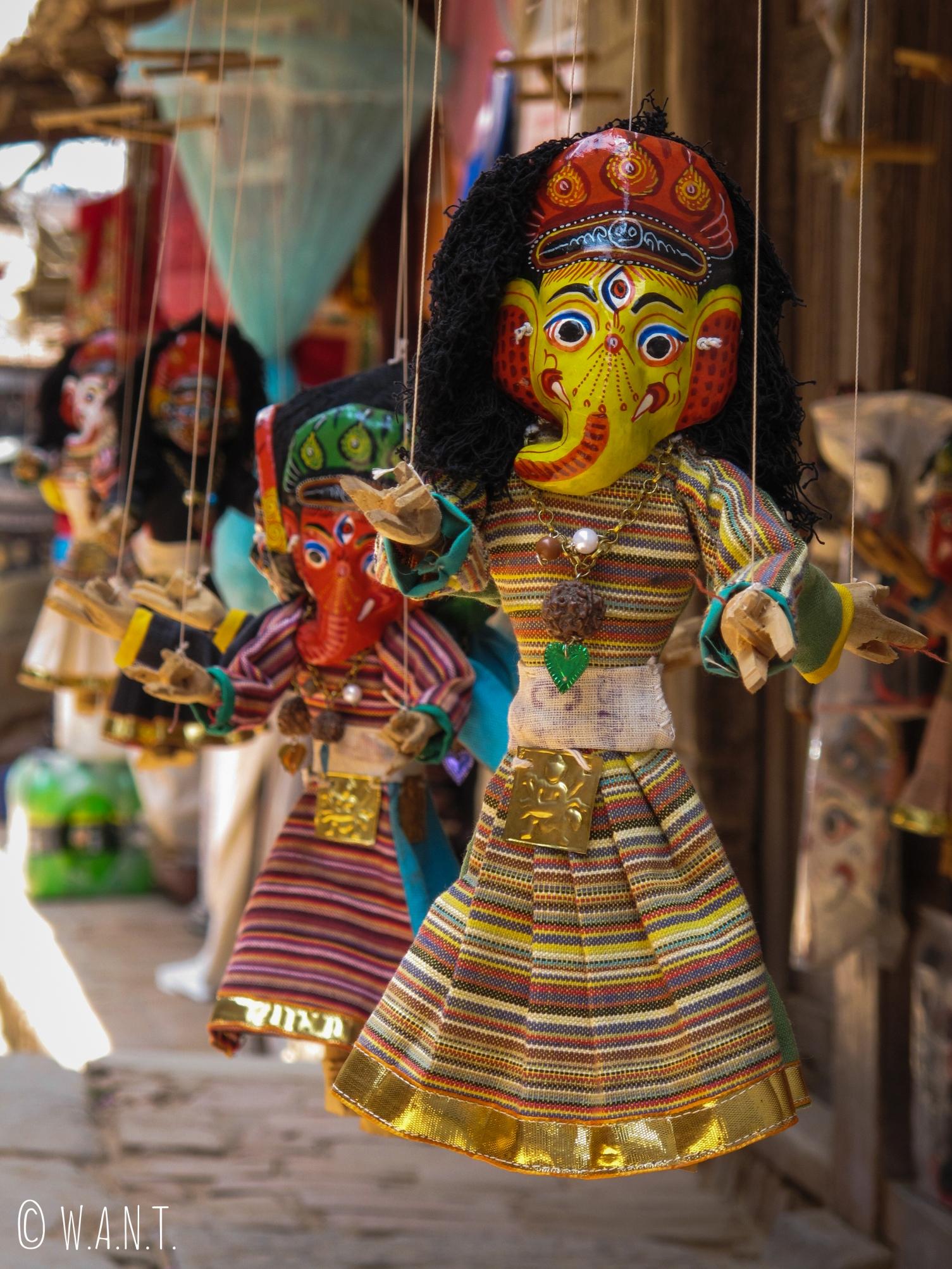 Marionnette double-face du dieu hindou Ganesh sur les échoppes de souvenirs de Bhaktapur
