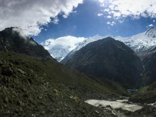 Panorama incroyable sur le Machhapuchhre et son camp de base à 3,700 mètres d'altitude