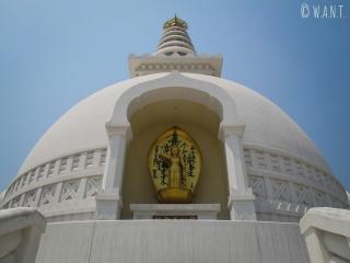Représentation de Bouddha encastrée dans la World Peace Pagoda de Lumbini
