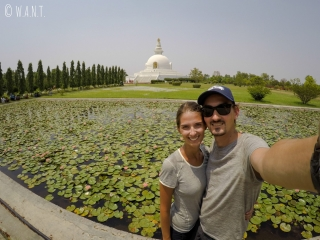Selfie devant la World Peace Pagoda de Lumbini