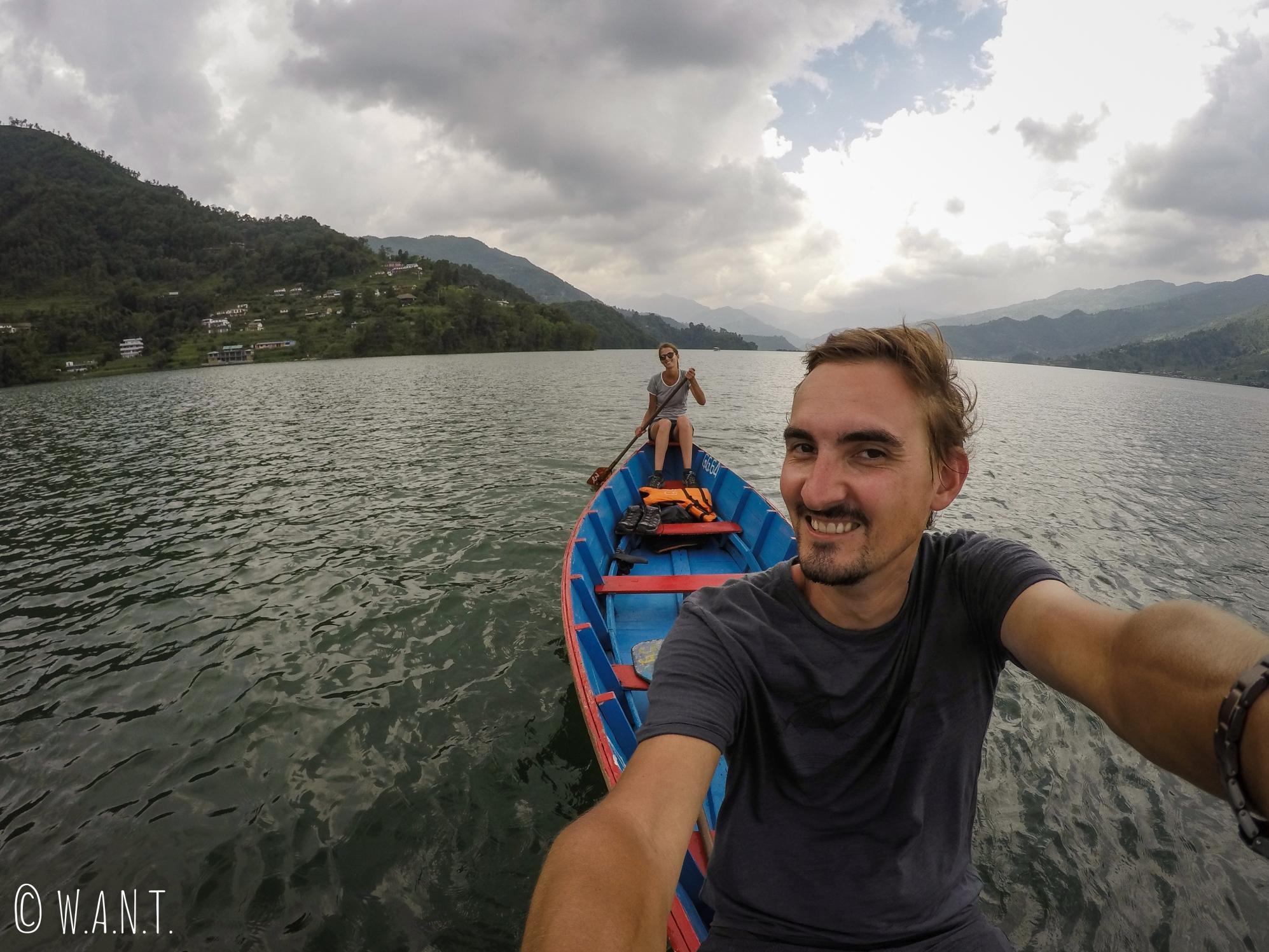 Selfie sur le lac Fewa de Pokhara