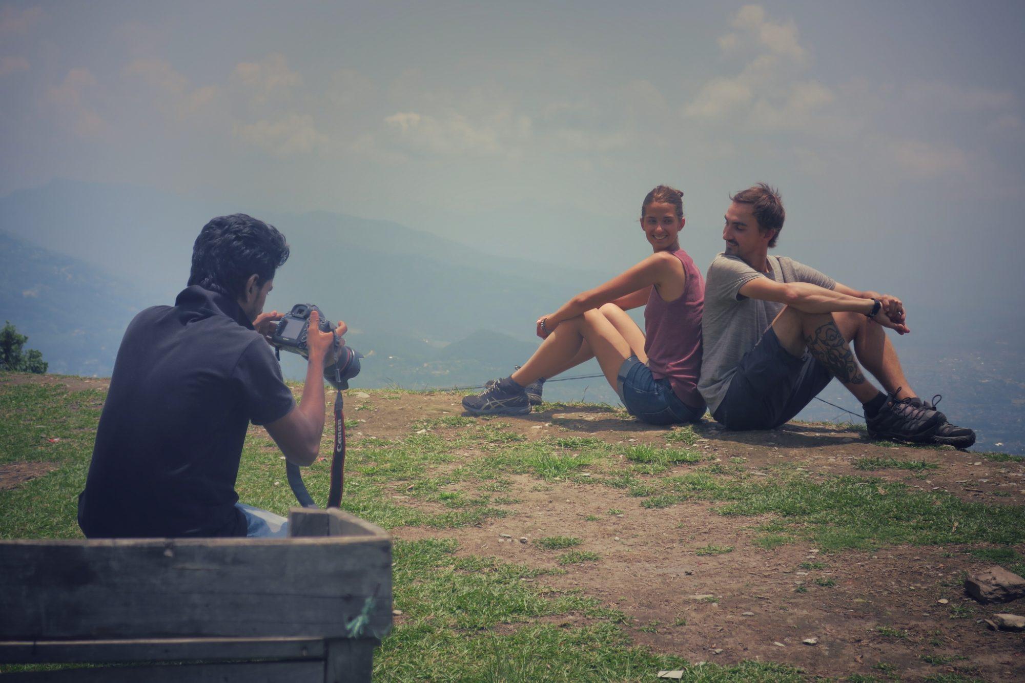 Shahrukh Khan nous prend en photo devant la vallée de Pokhara