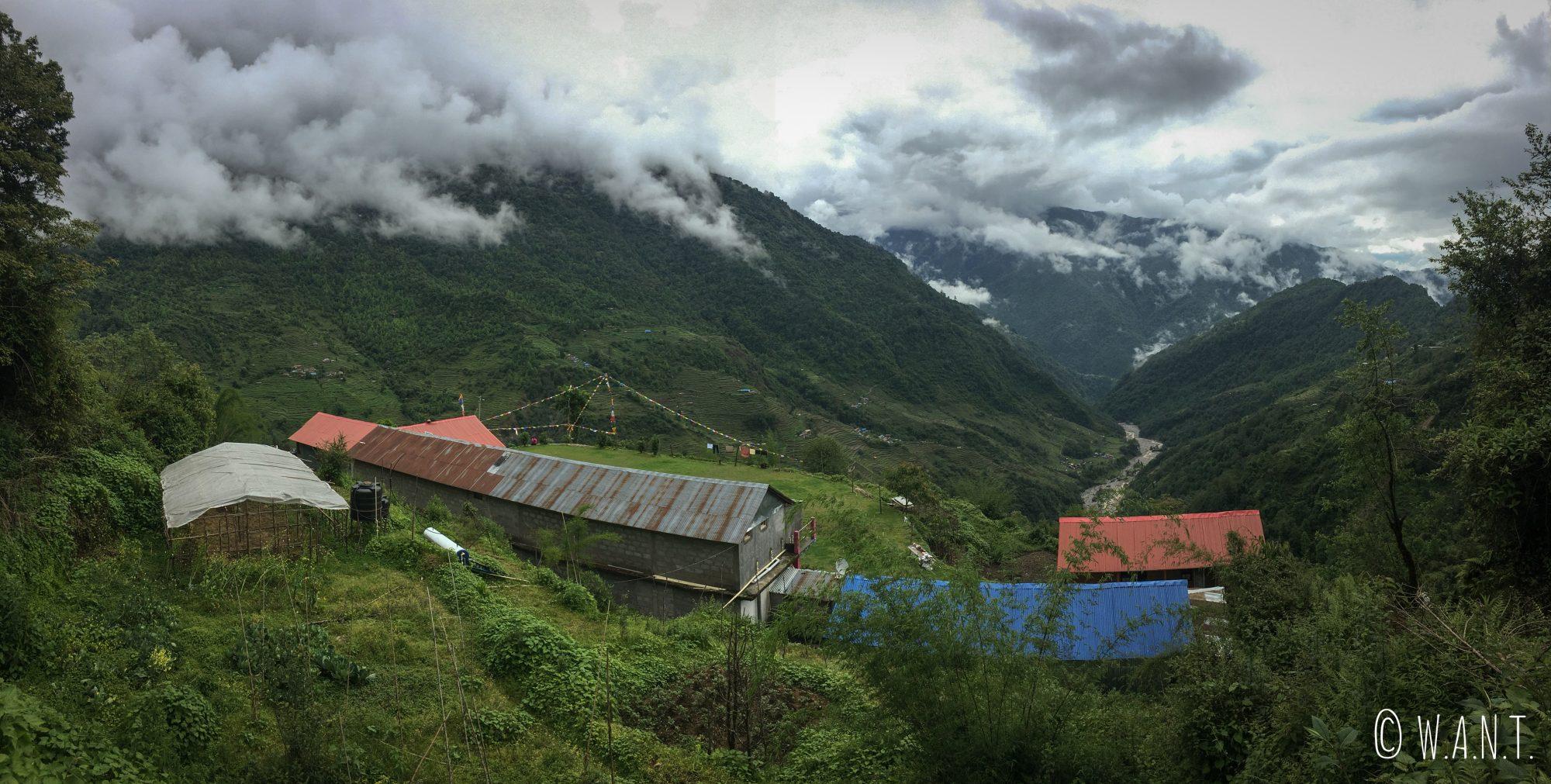 Village de Chuile, situé dans la descente de Tadapani à Chhomrong