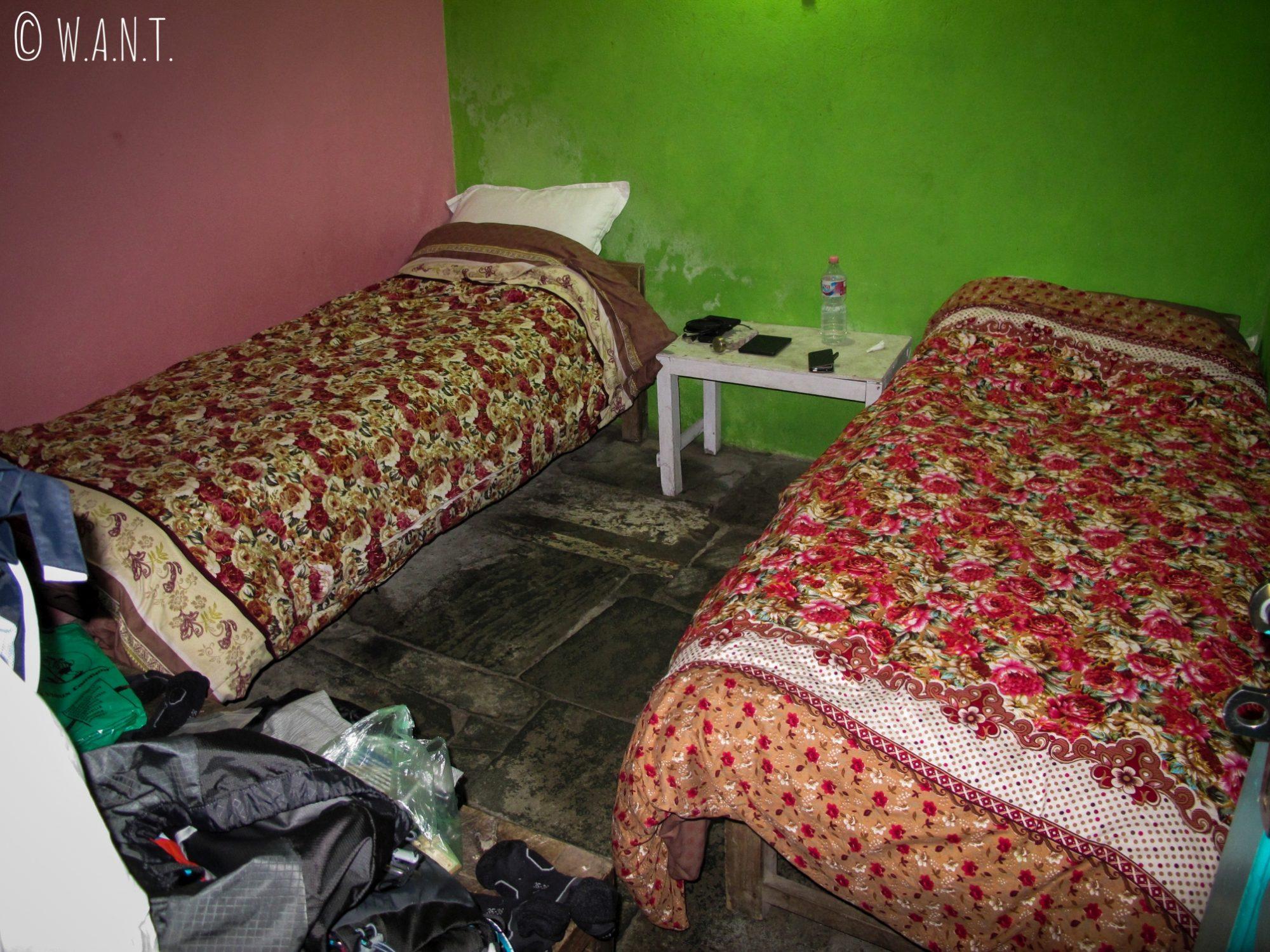 Voilà à quoi ressemble une chambre de lodge ! Spartiate et minimaliste !