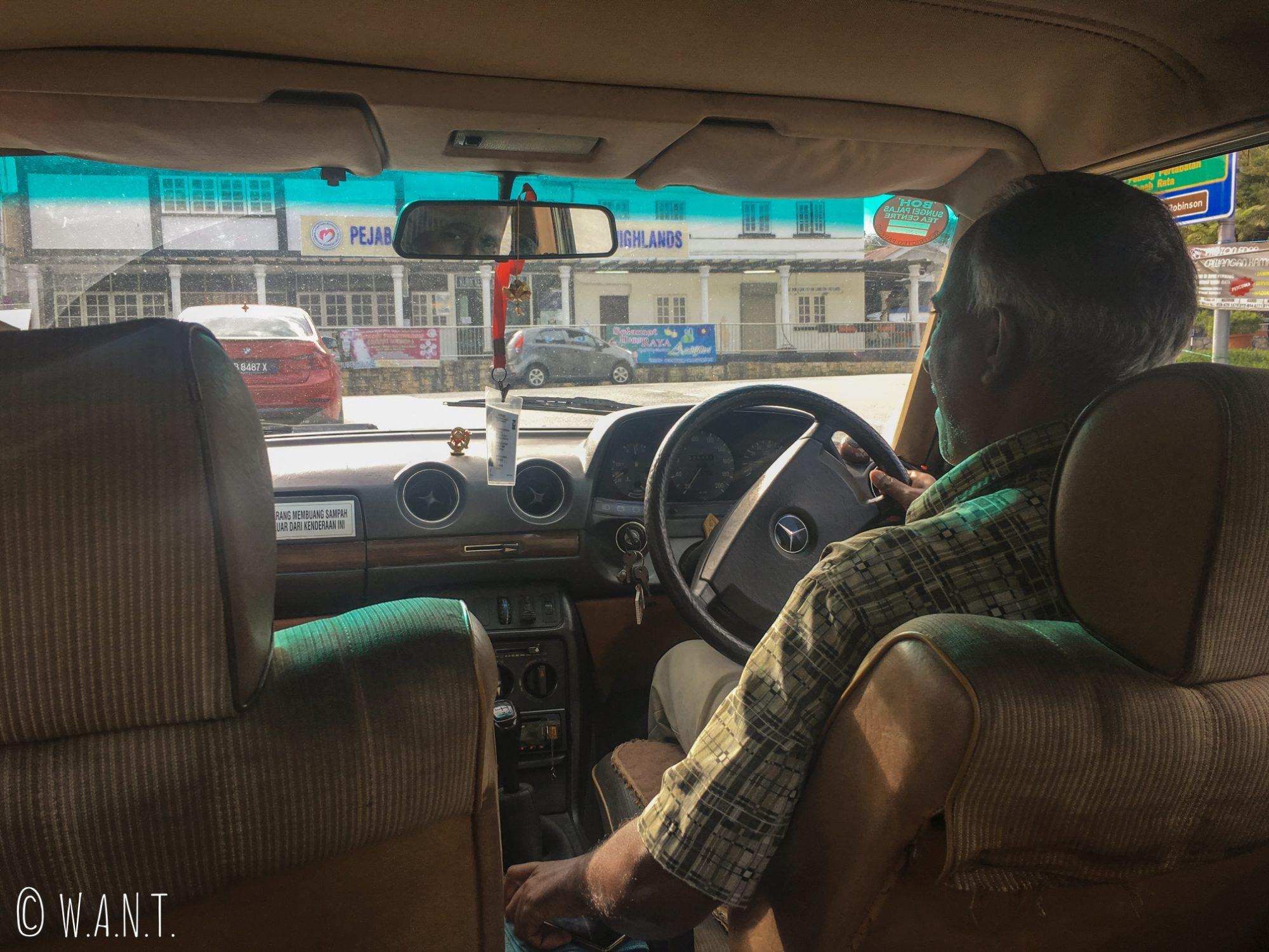 A l'intérieur de notre taxi, nous allons à Brinchang
