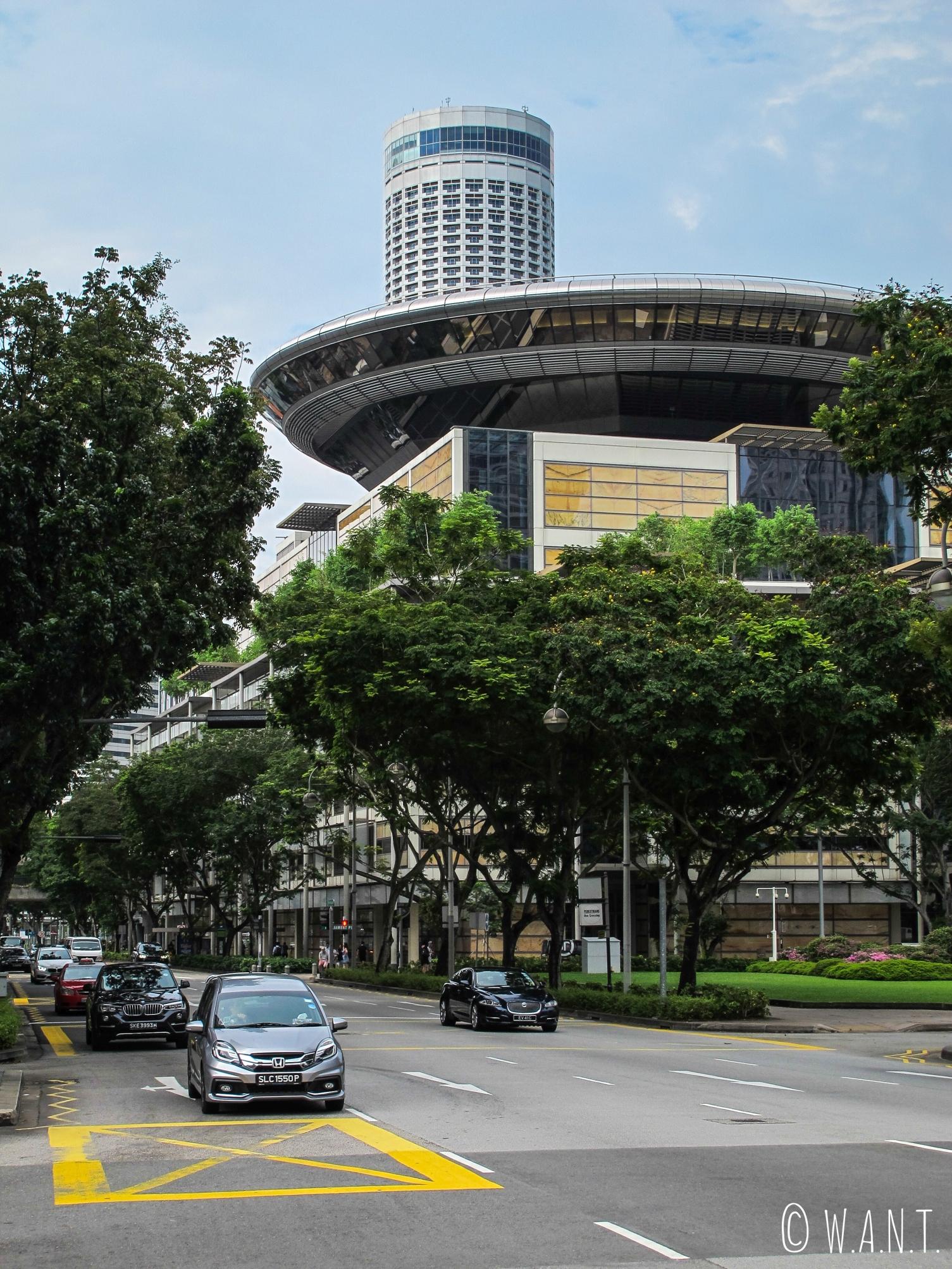Architecture futuriste dans les rues de Singapour