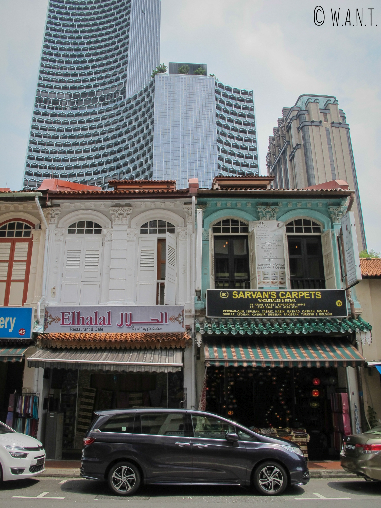 Contraste d'architecture dans le quartier de Kampong Glam de Singapour