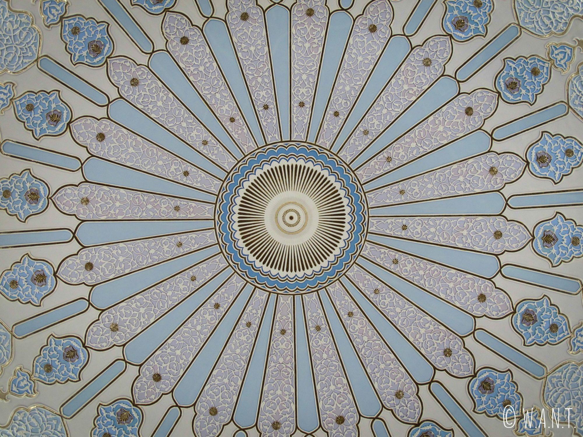 Coupole bleue à l'intérieur du musée des Arts Islamiques de Kuala Lumpur
