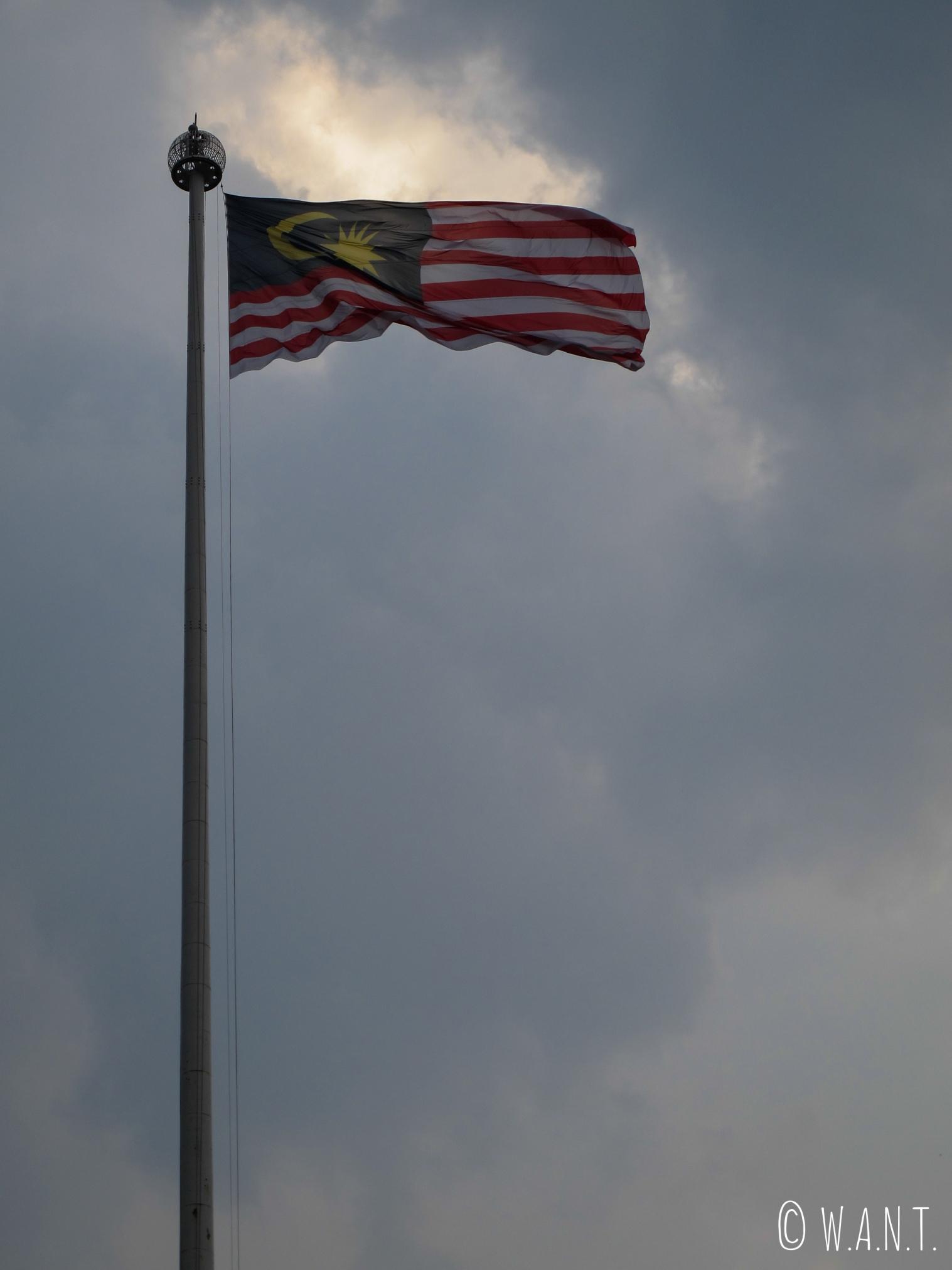 Drapeau de la Malaisie flottant sur Merdeka Square