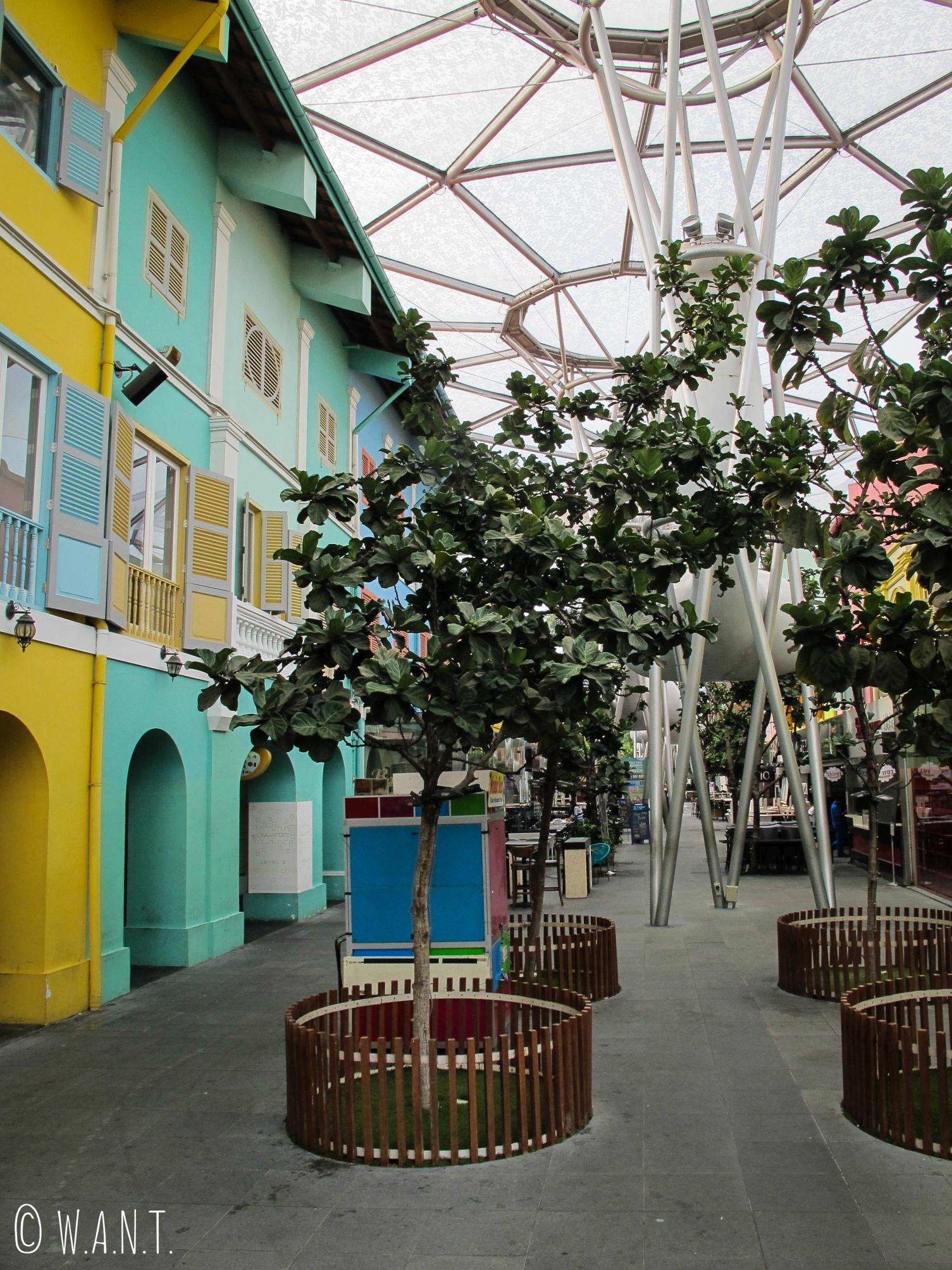 Façades colorées des anciens entrepôts du quartier de Clarke Quay