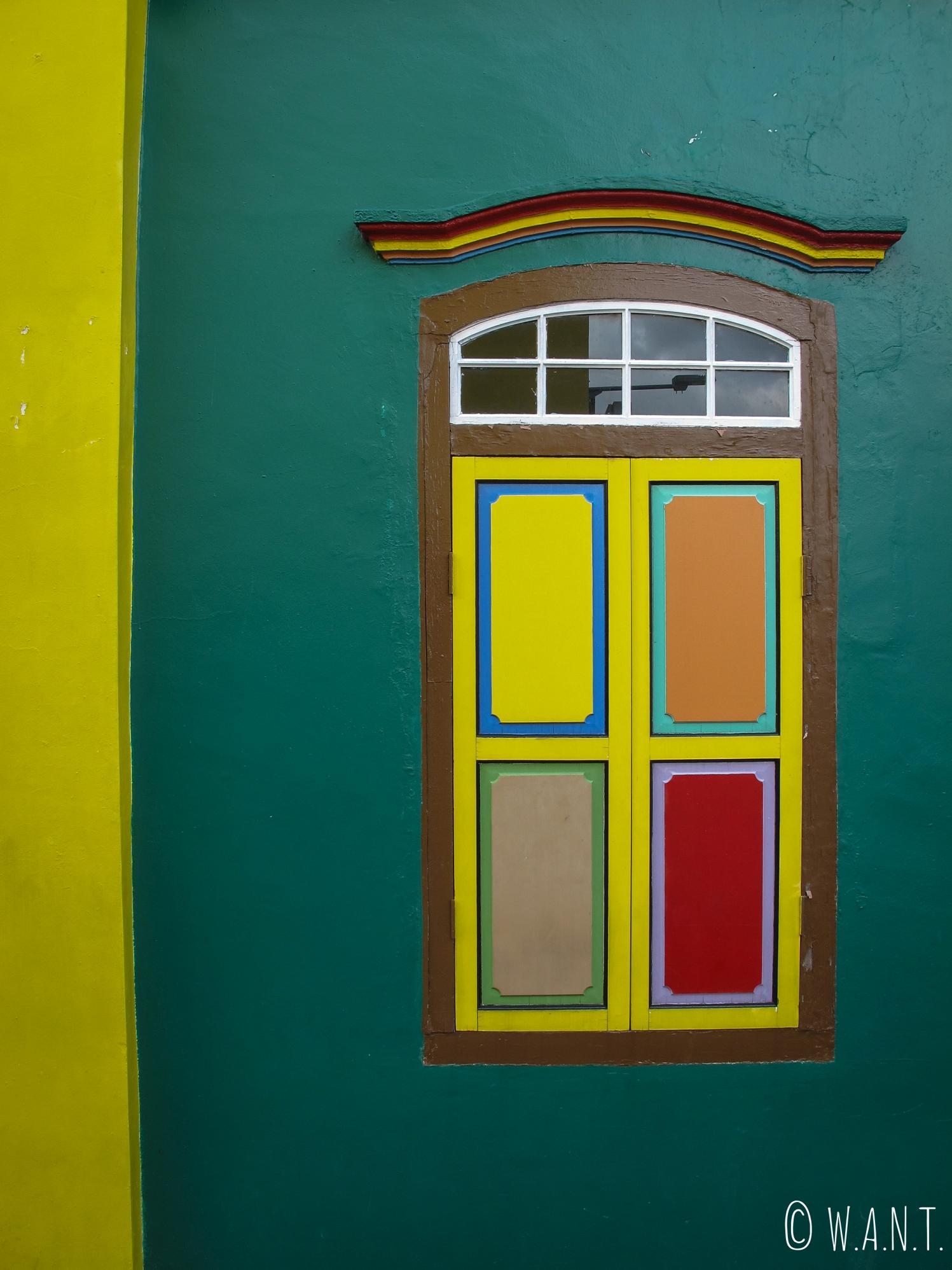 Fenêtre colorée de la Residence Tan Teng Niah à Singapour