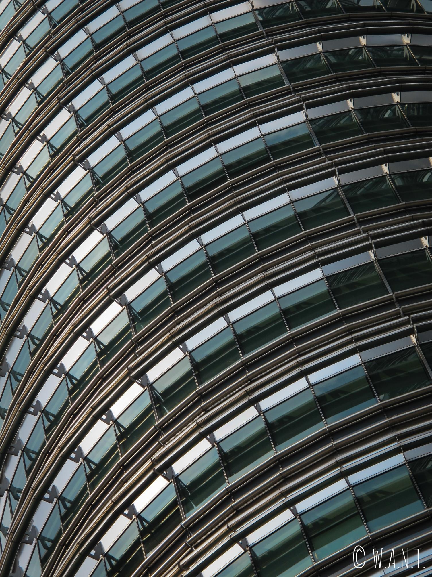 Gros plan sur la façade des tours jumelles Petronas