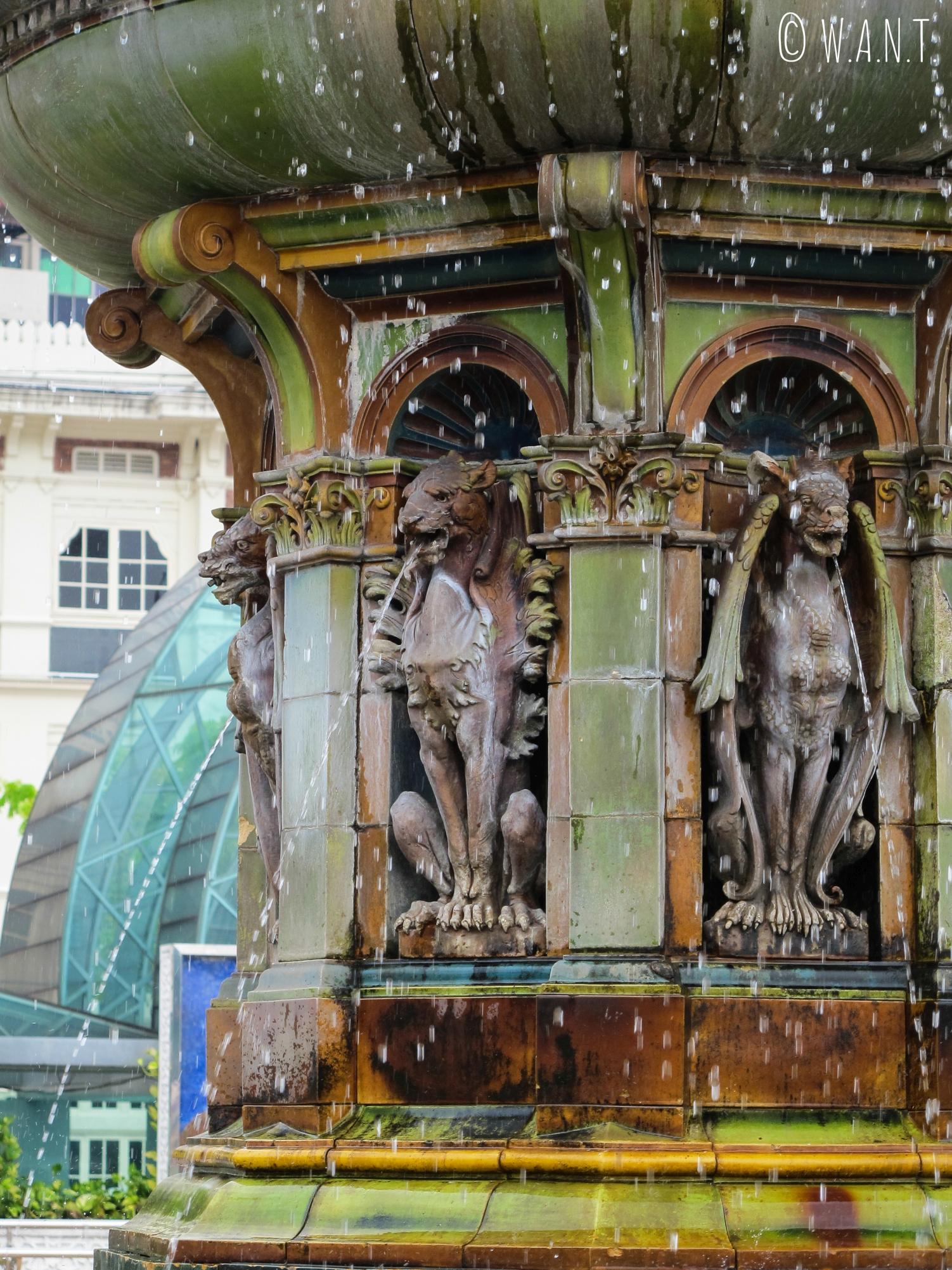 Gros plan sur la fontaine Victoria de Kuala Lumpur