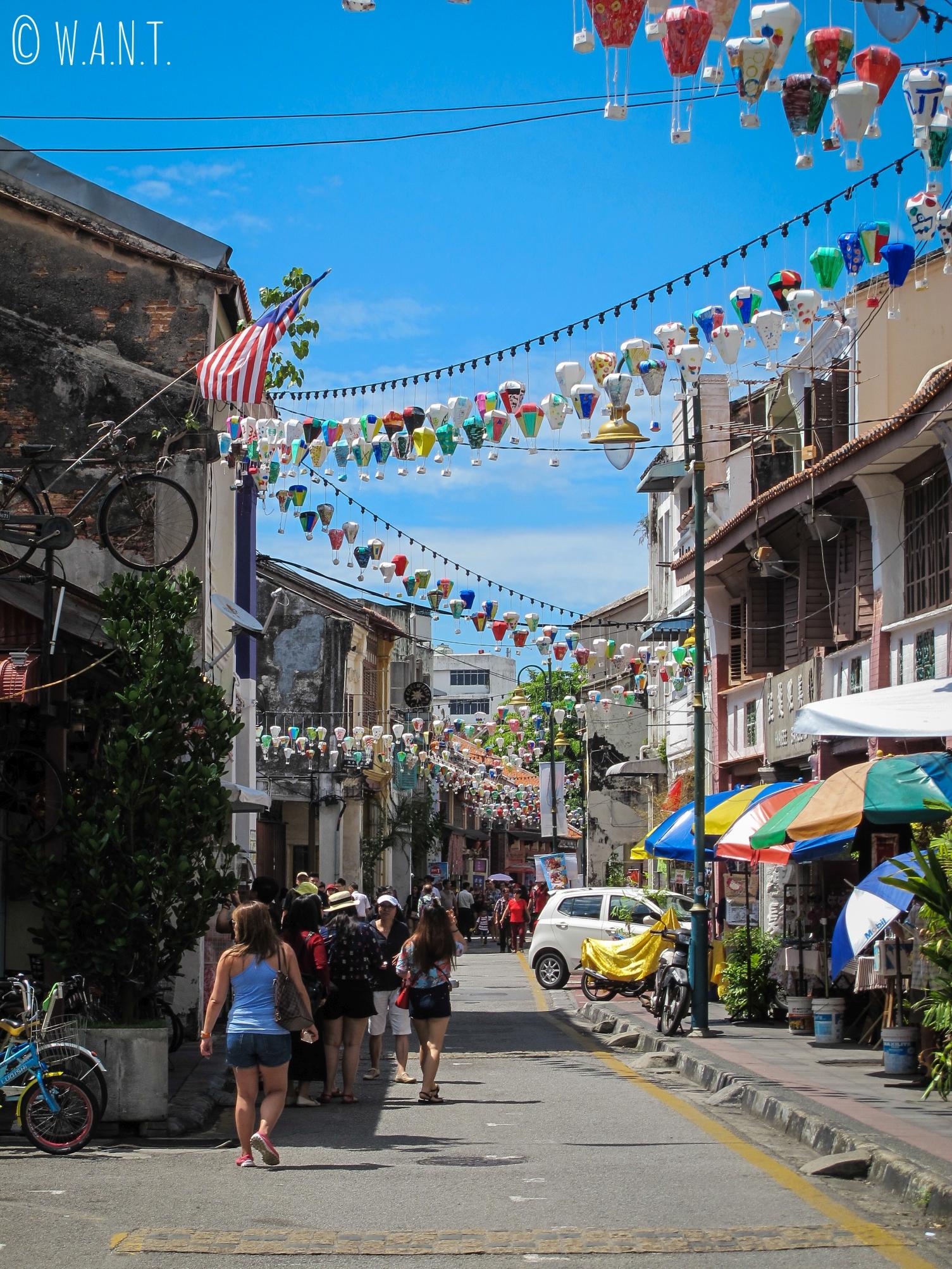 La rue Armenian street de Georgetow à Penang est très fréquentée