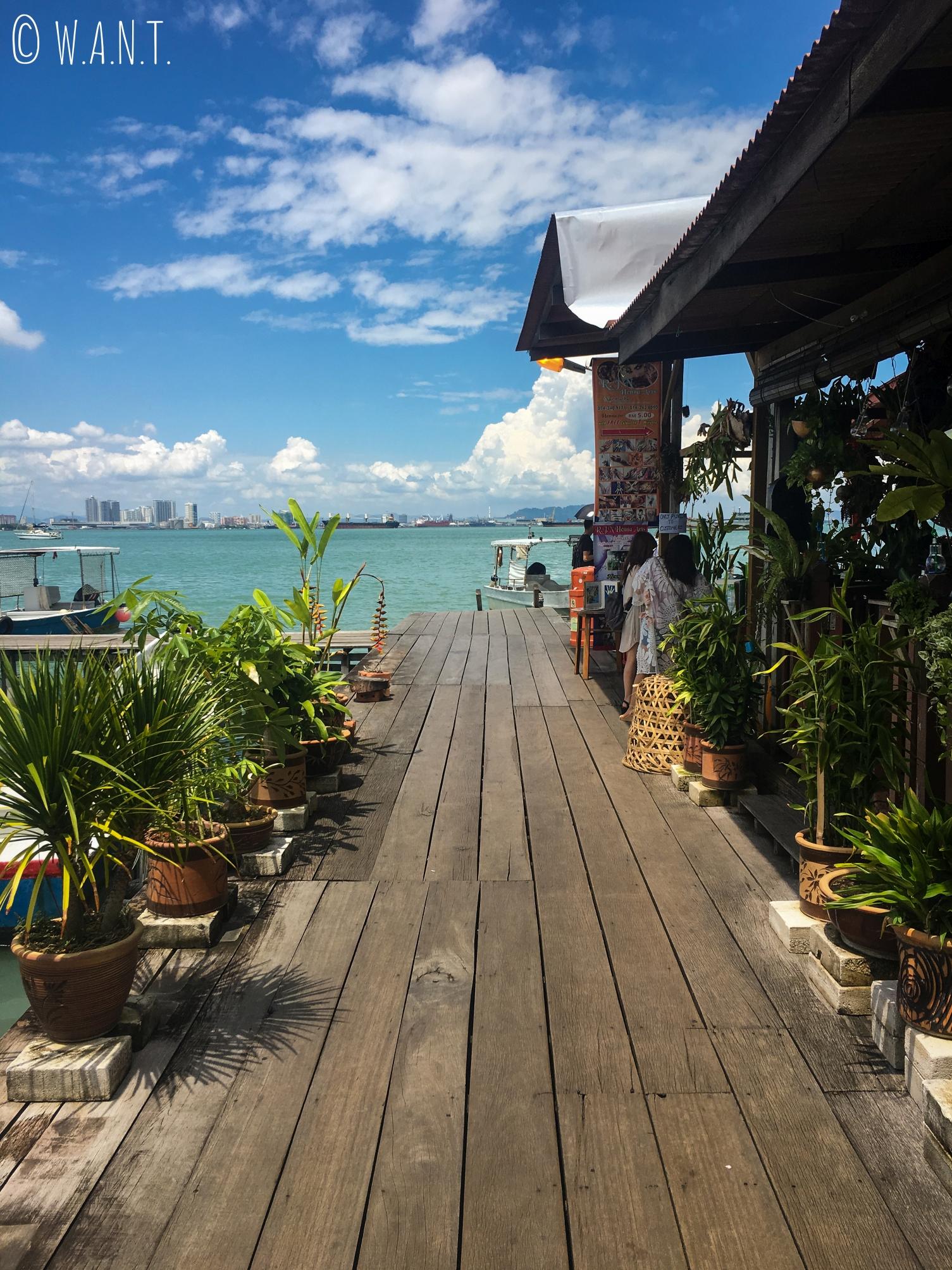 Le ponton menant au bout de Chew jetty à Penang