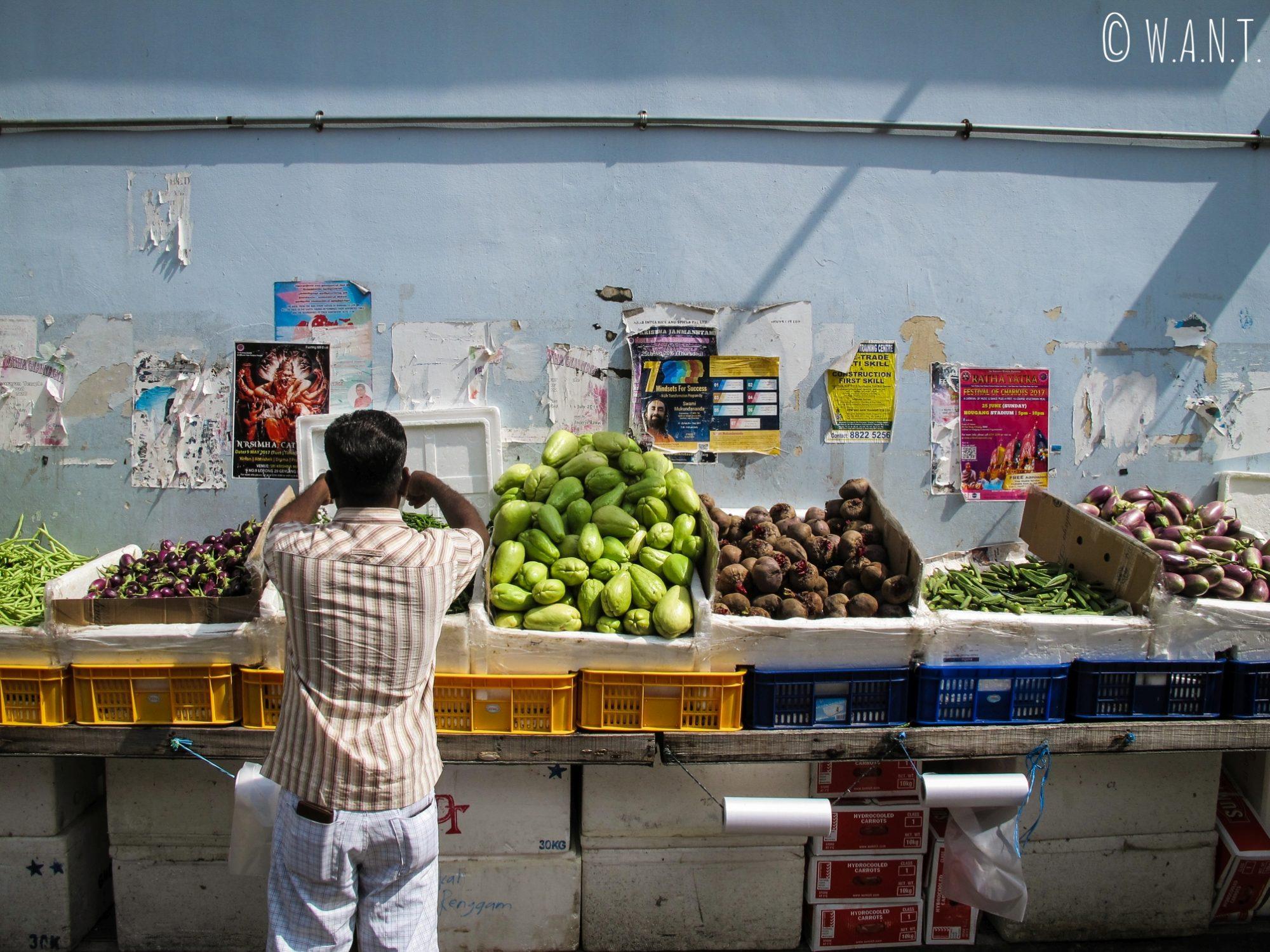 Marché dans les rues de Little India à Singapour