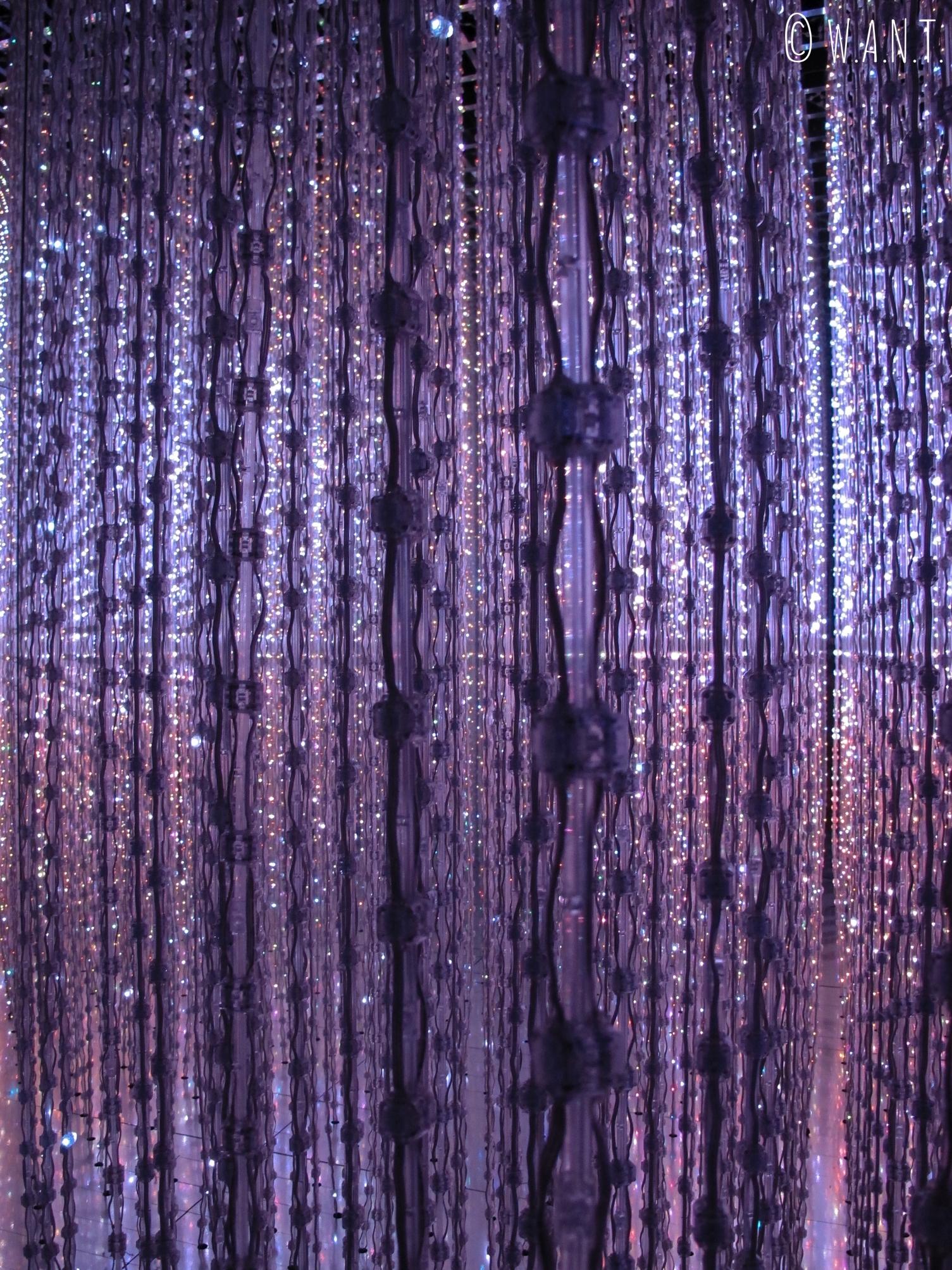 Oeuvre Crystal Universe de l'exposition Future World présentée à l'ArtScience Museum de Singapour