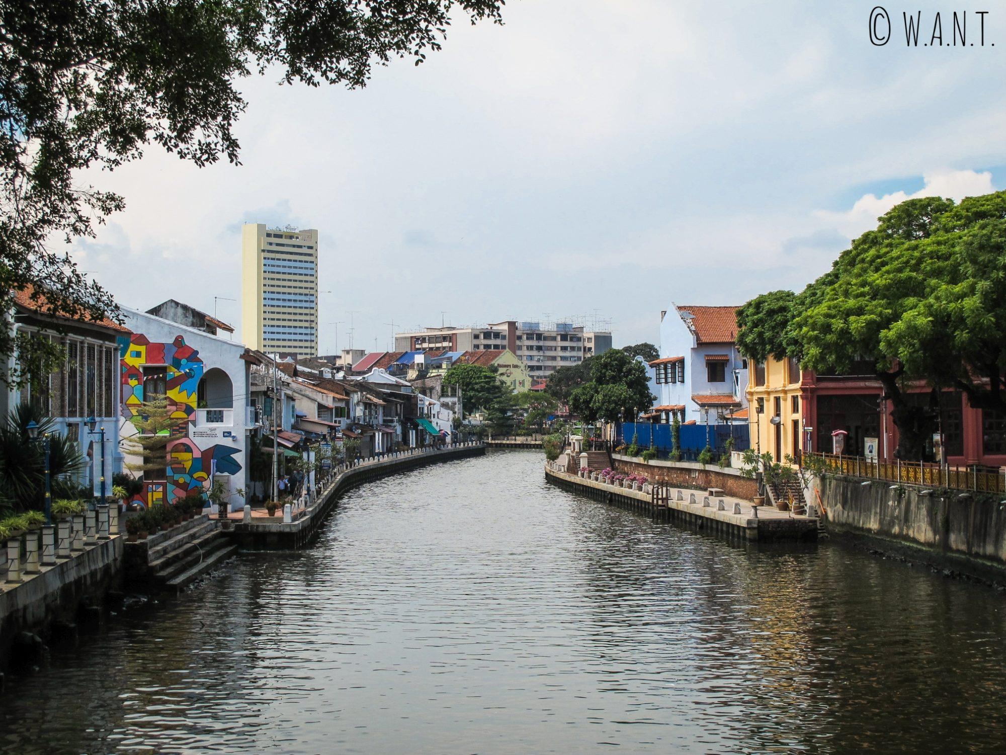 Promenade sur les quais de la rivière de Malacca