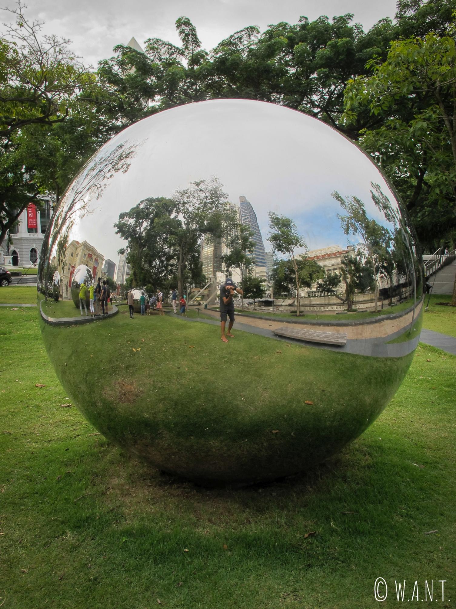 Selfie de Benjamin dans le jardin situé derrière l'hôtel The Fullerton