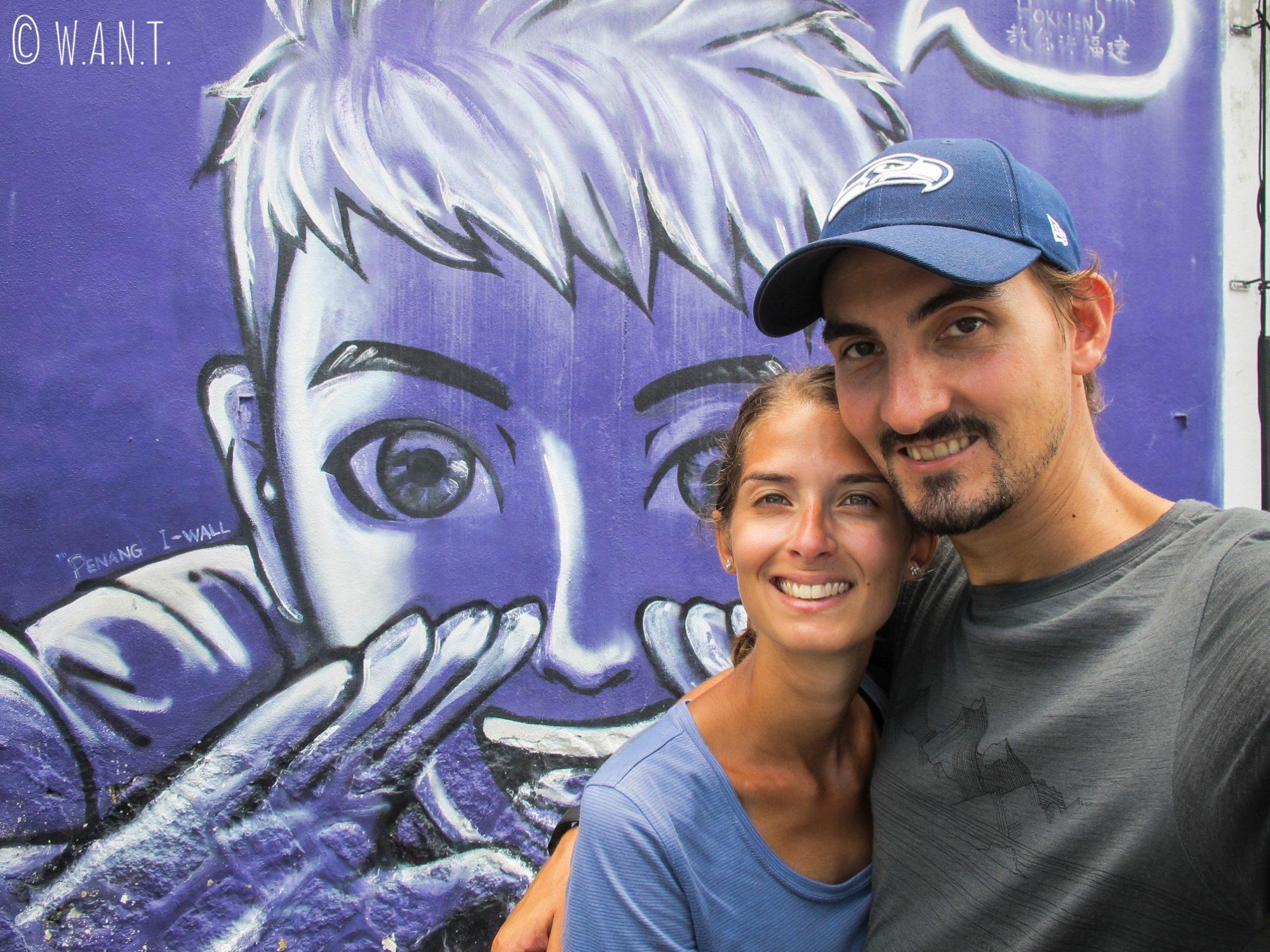 Selfie devant Teach You Hokkien Mural, art de rue dans Georgetown à Penang