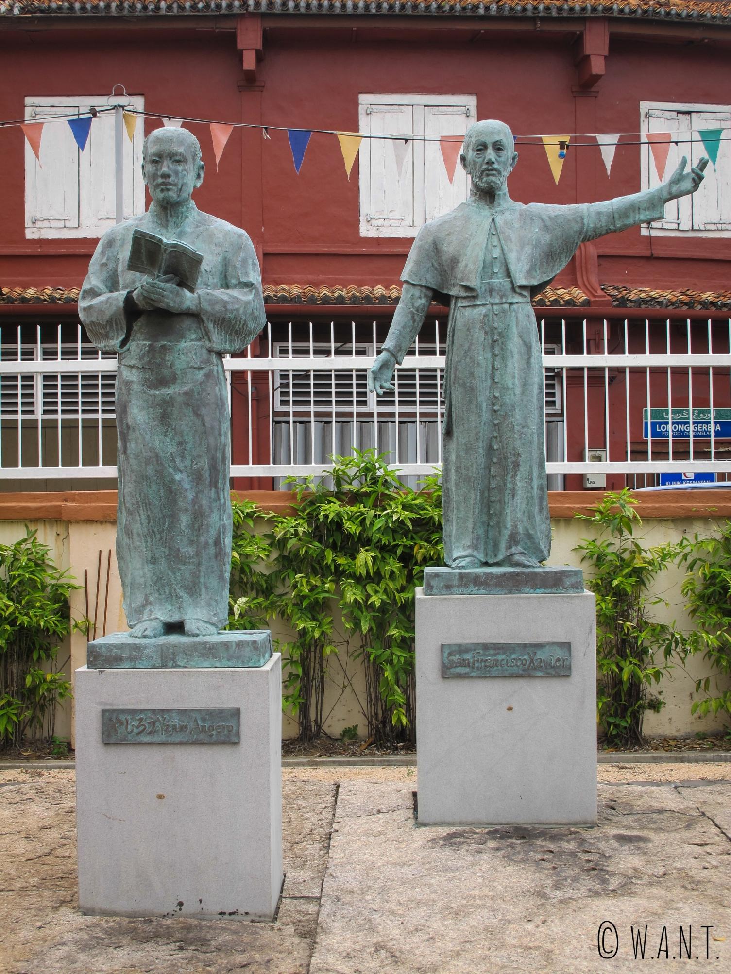 Statues de Yajiro Angero et St François Xavier à l'église St François Xavier de Malacca