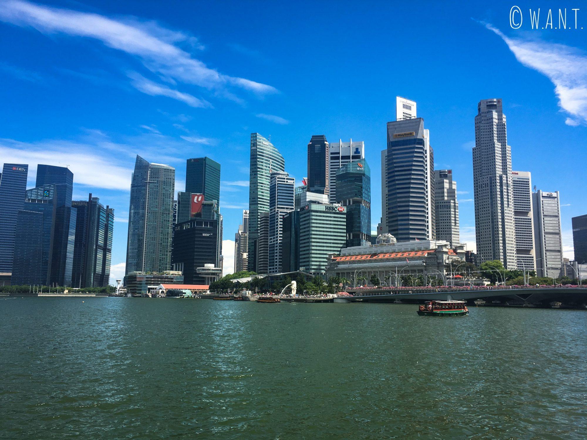 Vue sur la Skyline de Singapour depuis Marina Bay