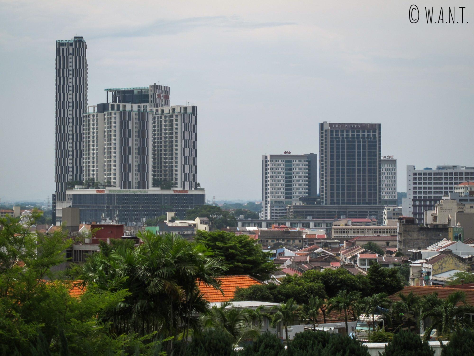 Vue sur la ville de Malacca depuis la colline St Paul