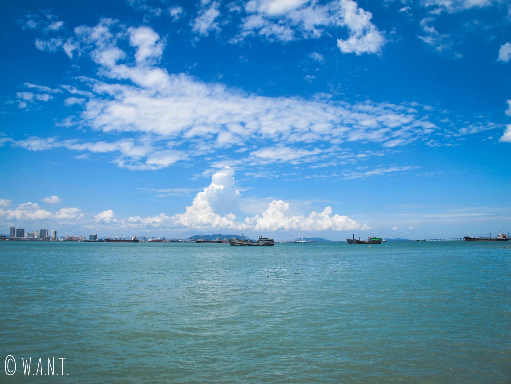 Vue sur le détroit de Malacca depuis Chew jetty à Penang