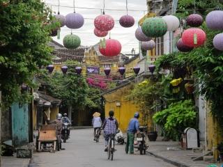 A 5h30, seuls les locaux circulent dans les rues de la vieille ville de Hoi An