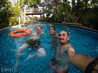 A Hoi An, nous profitons de la piscine de notre homestay