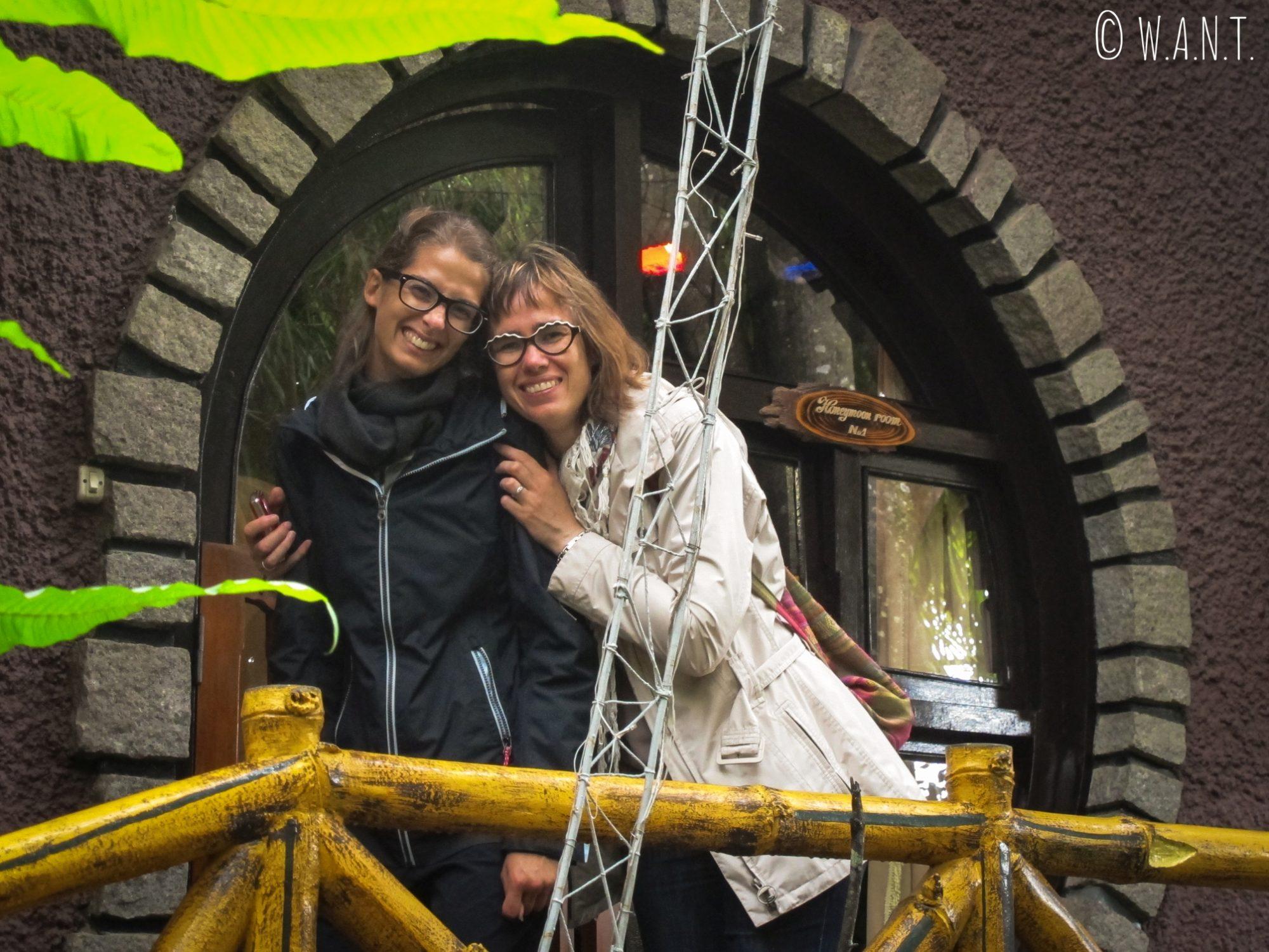 Anne et Marion adorent l'atmosphère décalée de la Crazy House de Da Lat