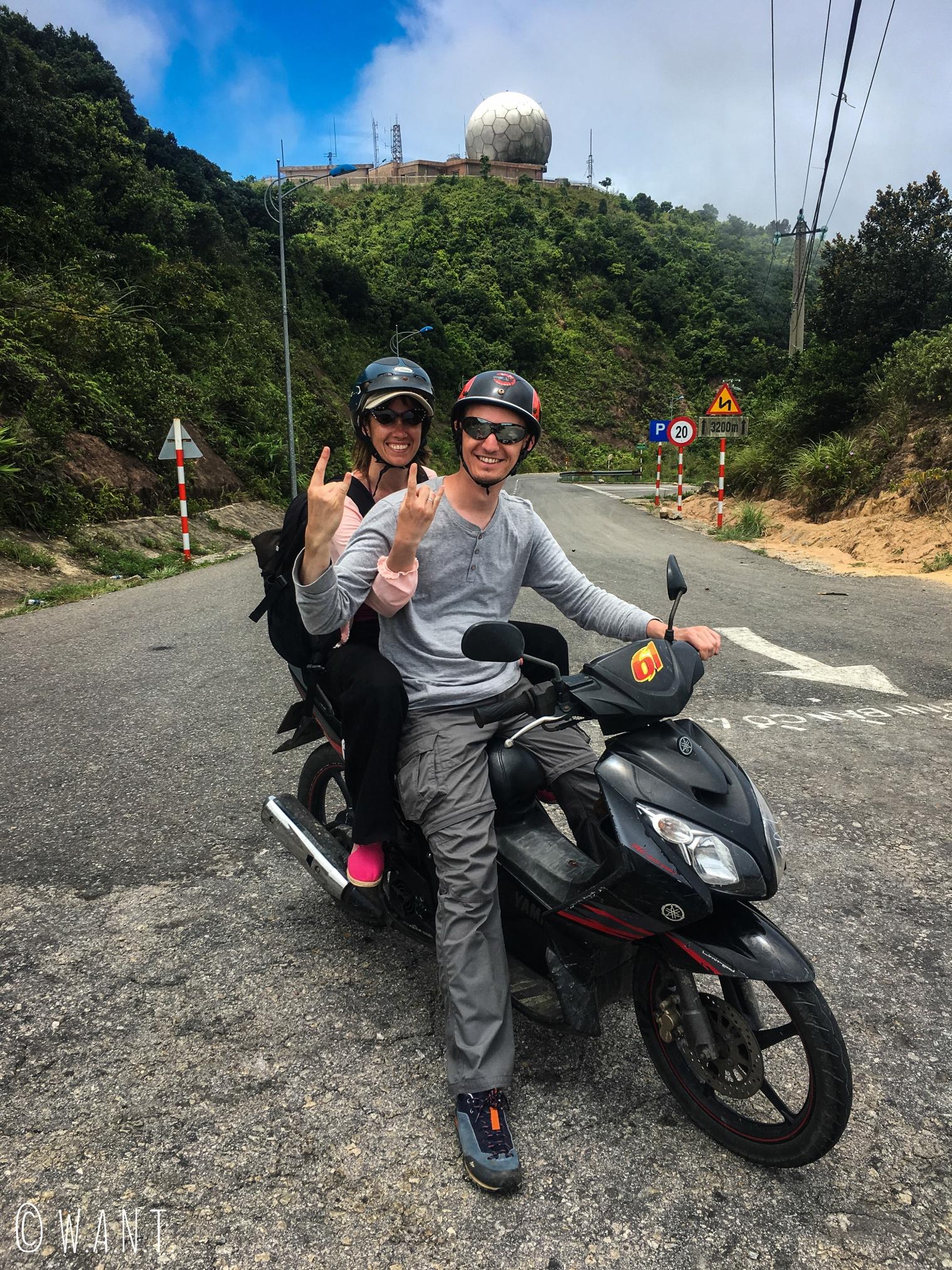 Anne et Vincent sont ravis de cette promenade en scooter sur la presqu'île Son Tra