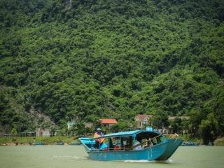 Bateau sur la rivière Song à Son Trach