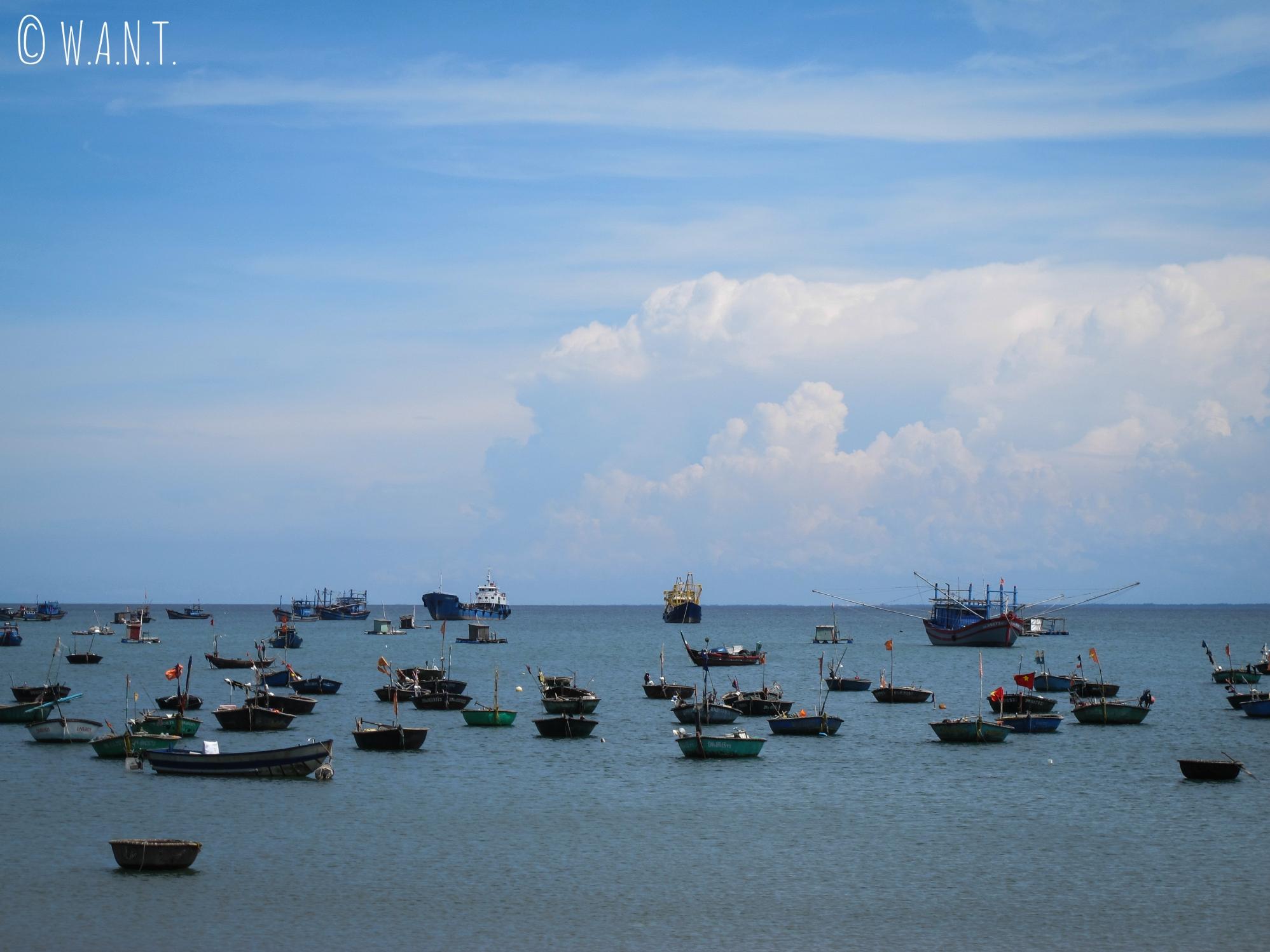 Bateaux de pêche dans la baie de Da Nang