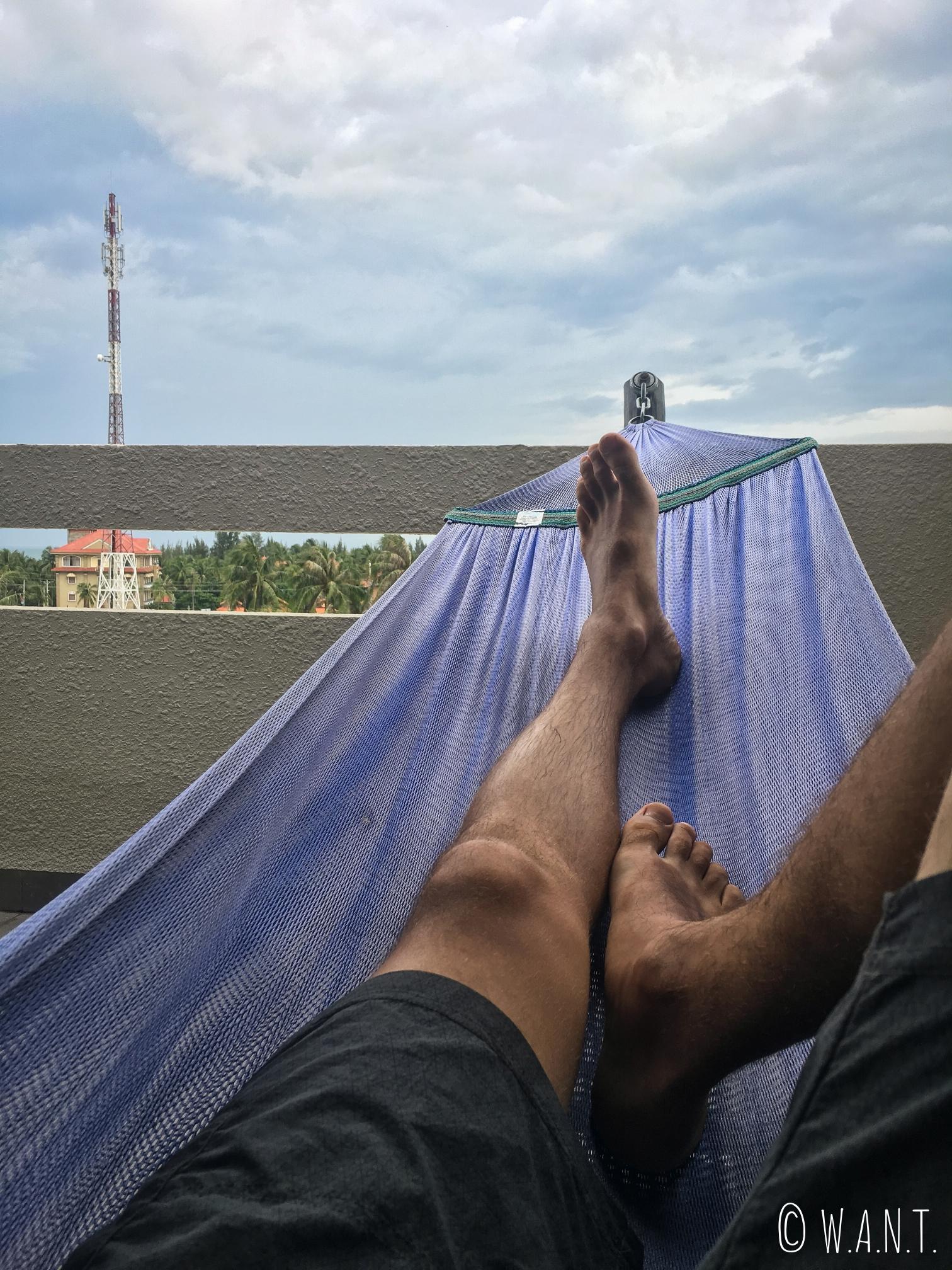 Benjamin a profité du hamac situé sur le balcon de notre chambre au Mui Ne Hills Bliss Hotel