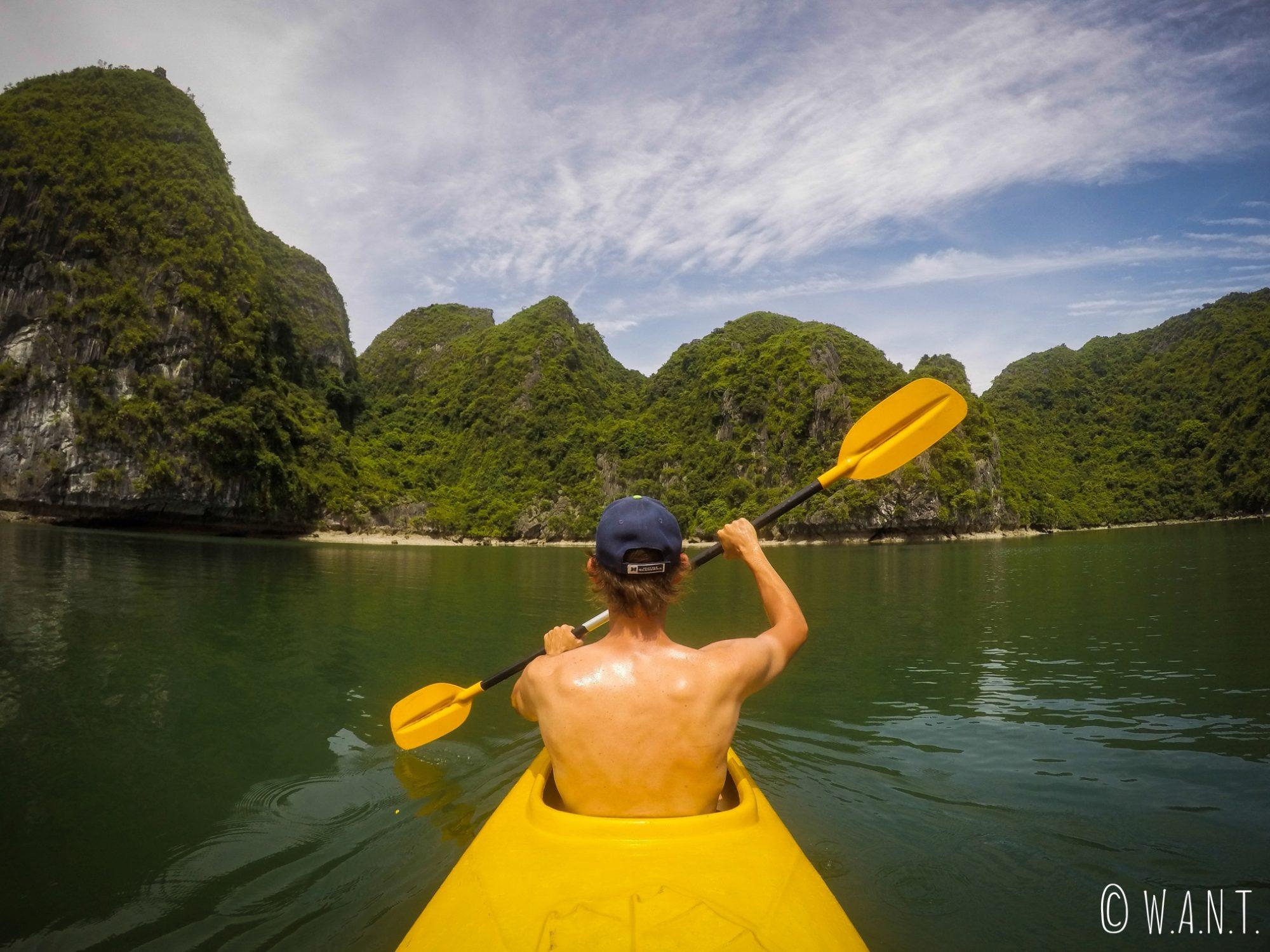 Benjamin rêvait de cette sortie en kayak dans la Baie d'Ha Long