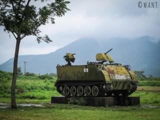 Ce M113, véhicule de transport de troupes, est conservé à l'ancienne base américaine de Khe Sanh