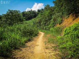 Chemin de terre que nous avons emprunté pour rejoindre le village de Nam Ban