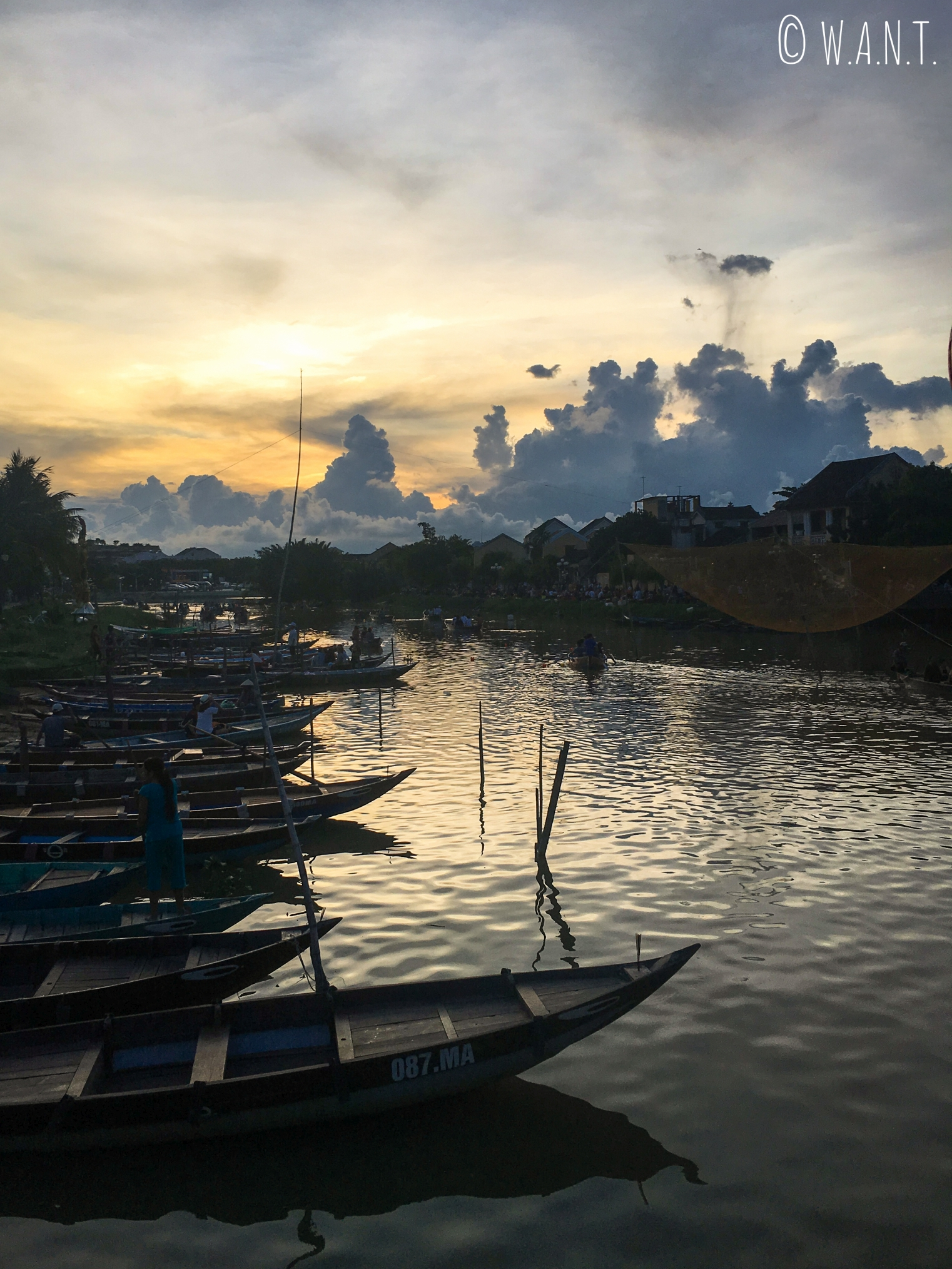 Coucher de soleil depuis la vieille ville de Hoi An