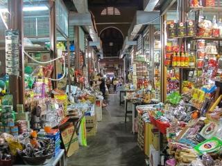 Echoppes du marché couvert de la vieille ville de Hoi An