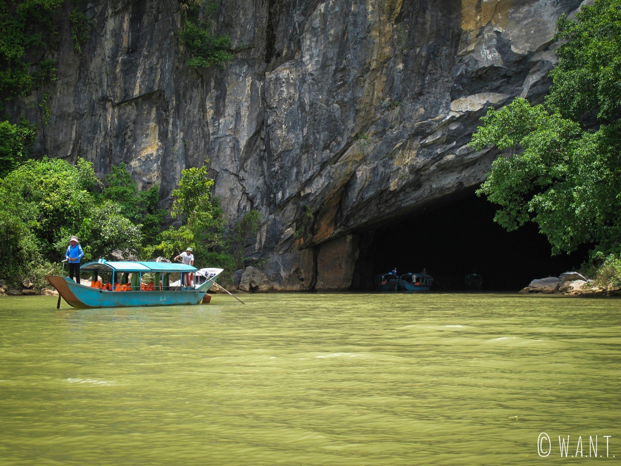 Entrée de la grotte de Phong Nha