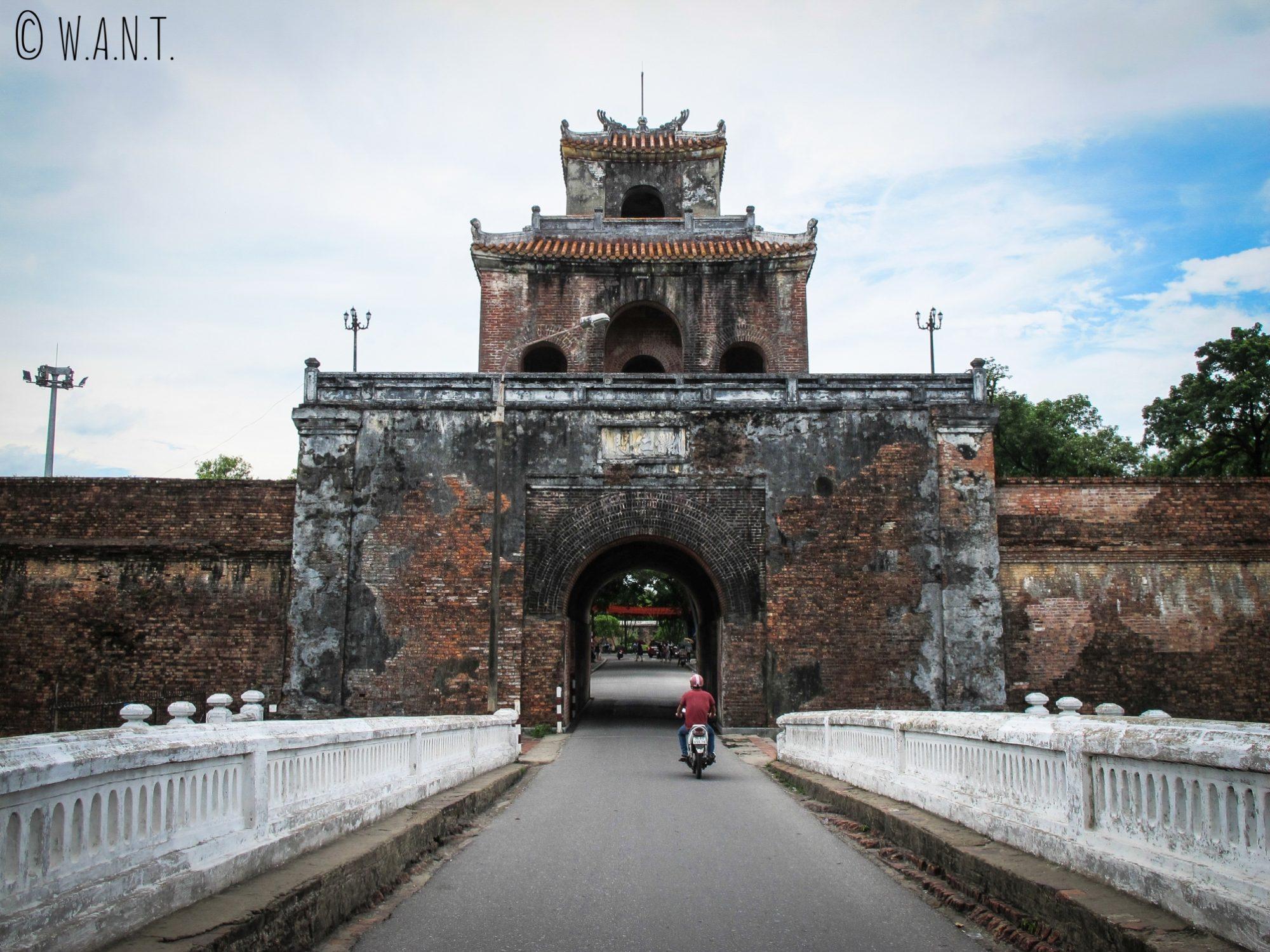 Entrée du mur d'enceinte de la Citadelle d'Hué