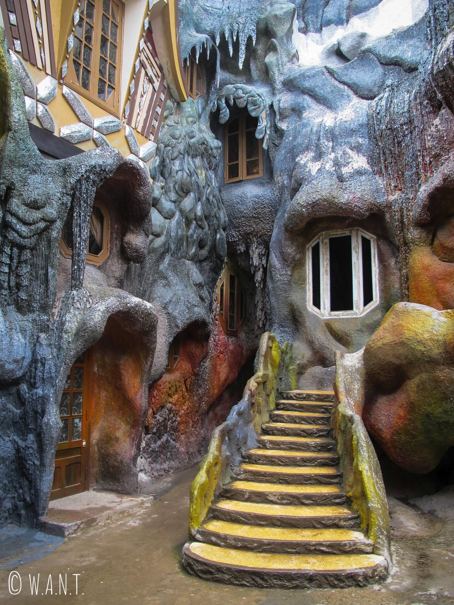 Façade étrange de la Crazy House à Da Lat