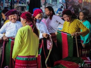 Femmes sur le marché de Dong Van