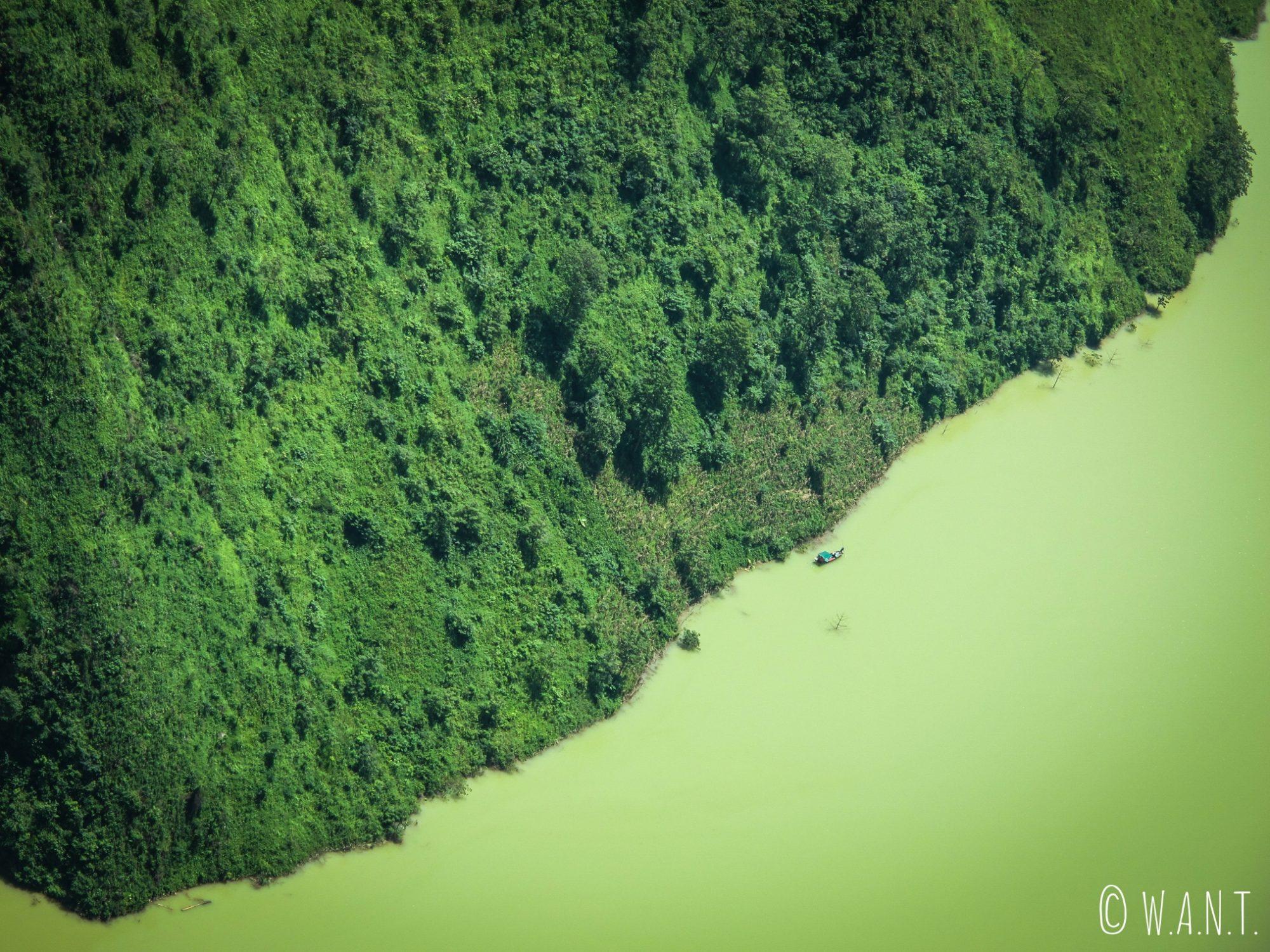 Gros plan sur la la rivière Nho Que au Ma Pi Leng Pass