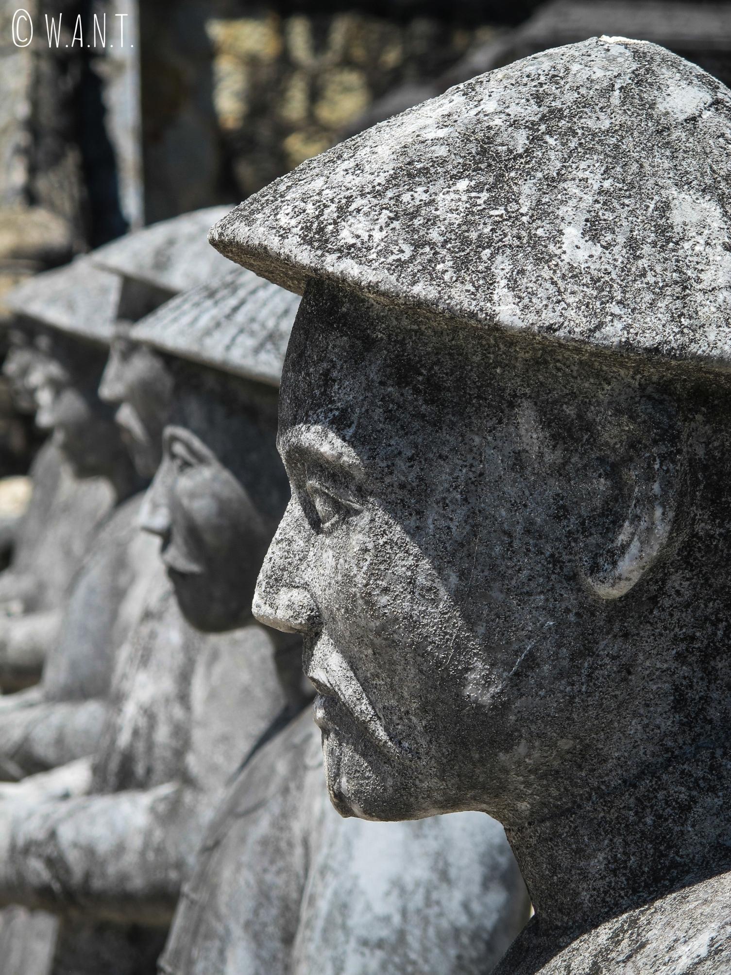 Gros plan sur les soldats de pierre du Mausolée de Khai Dinh à Hué